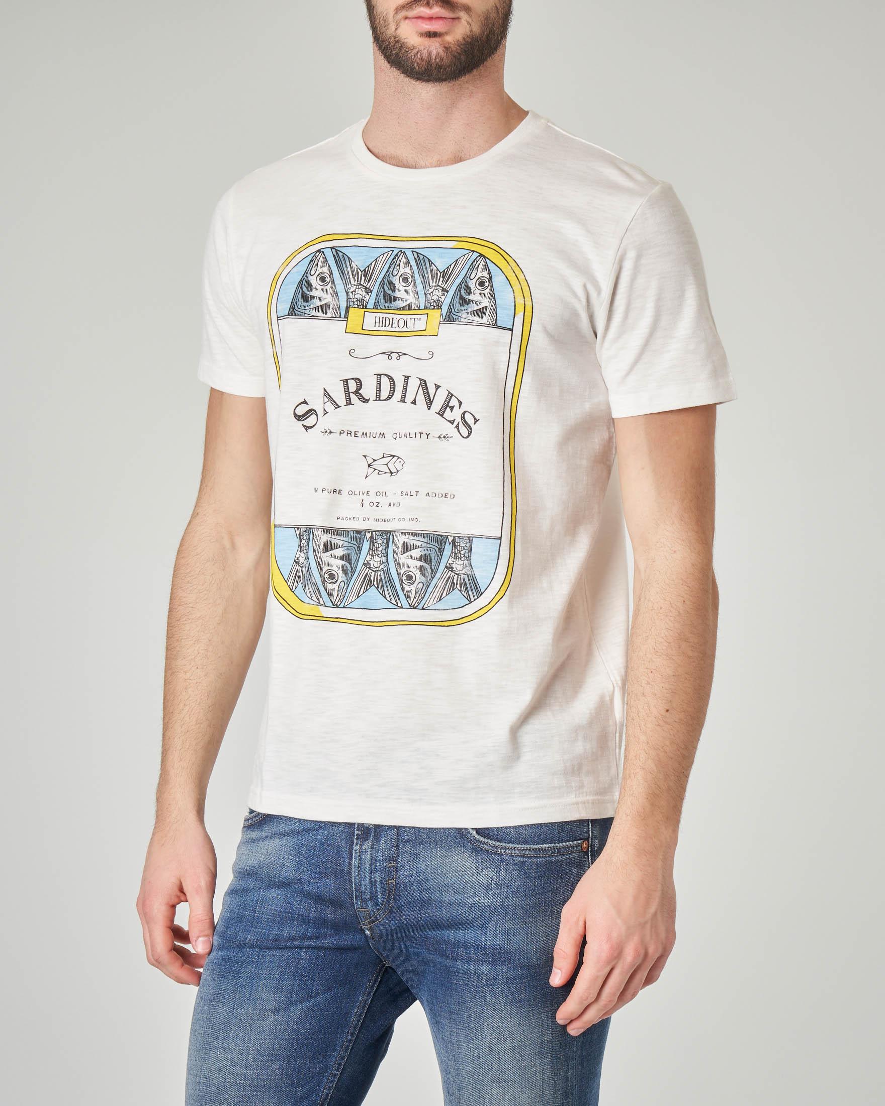 T-shirt bianca con stampa scatoletta di sardine