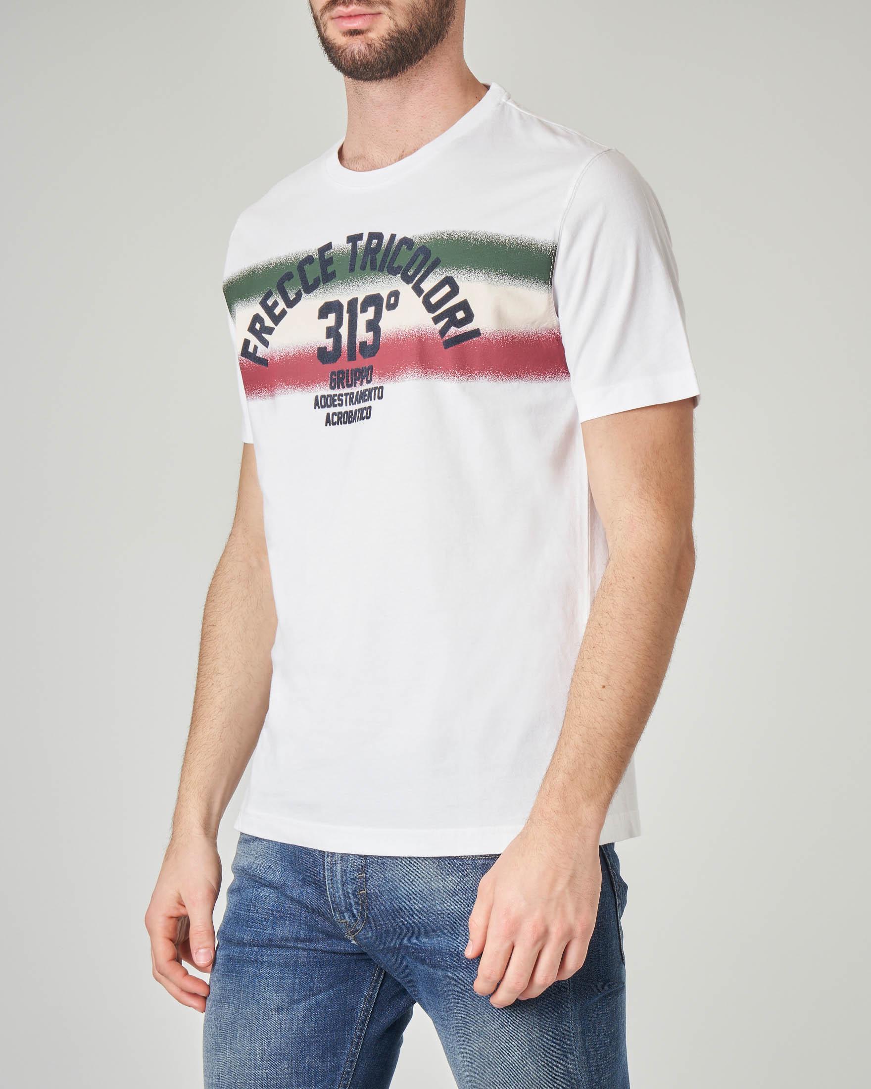 T-shirt bianca con scritte e fascia tricolore