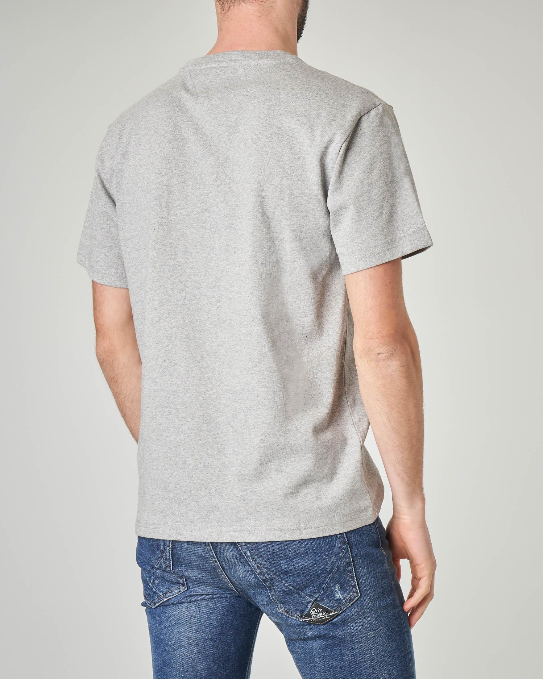 T-shirt grigia con logo college