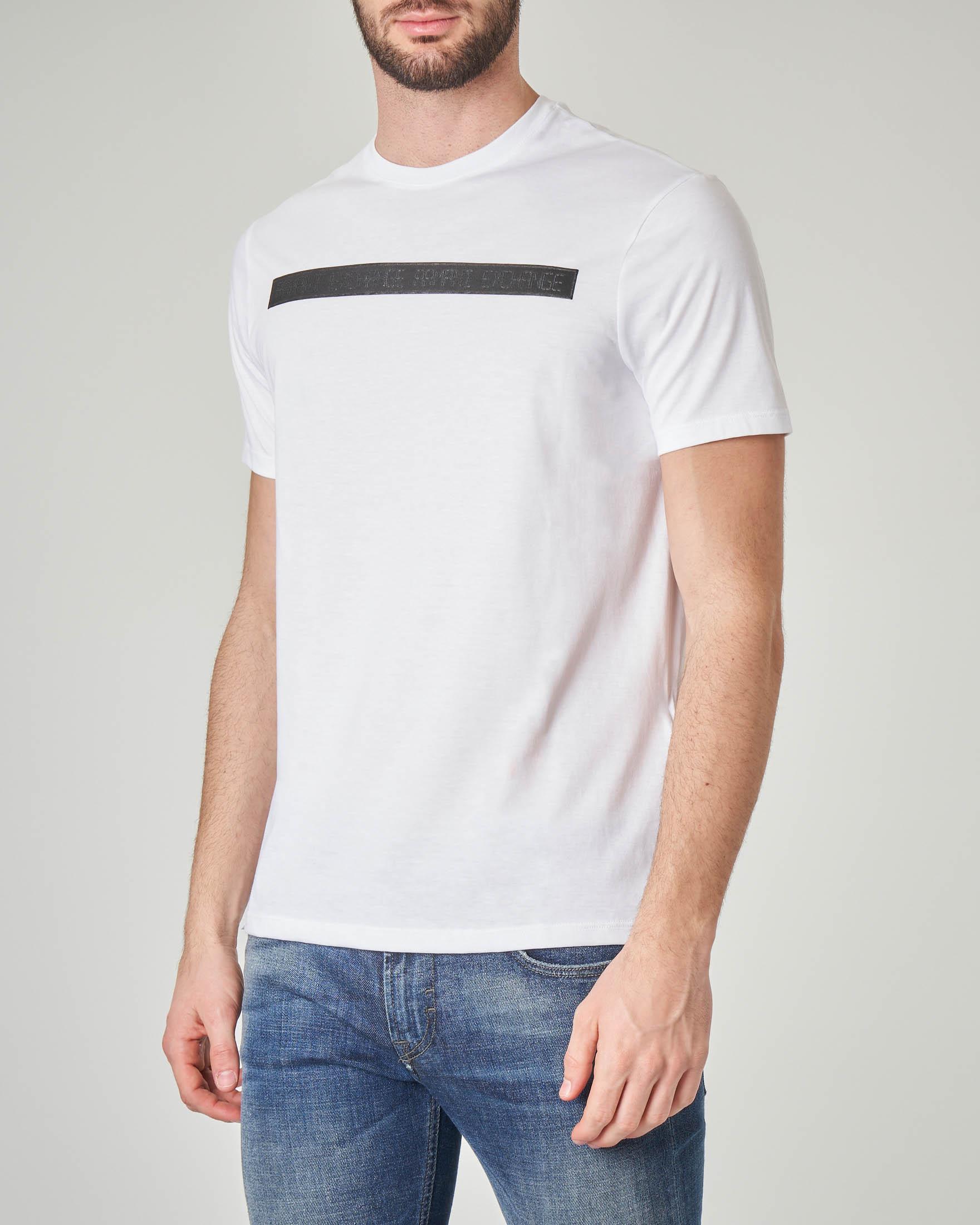 T-shirt bianca con fascia logata e finto scontrino cucito