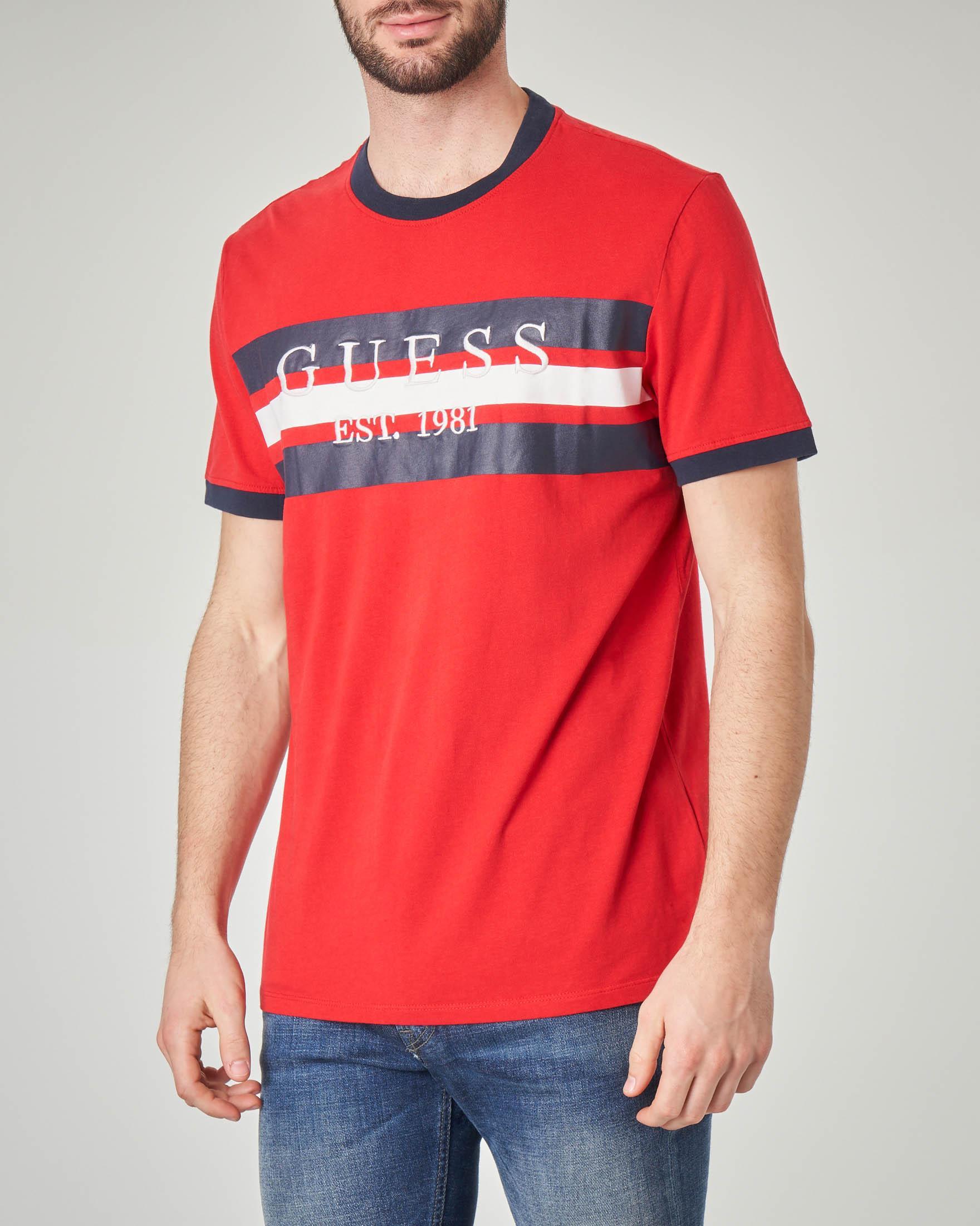 T-shirt rossa con riga bicolore piazzata