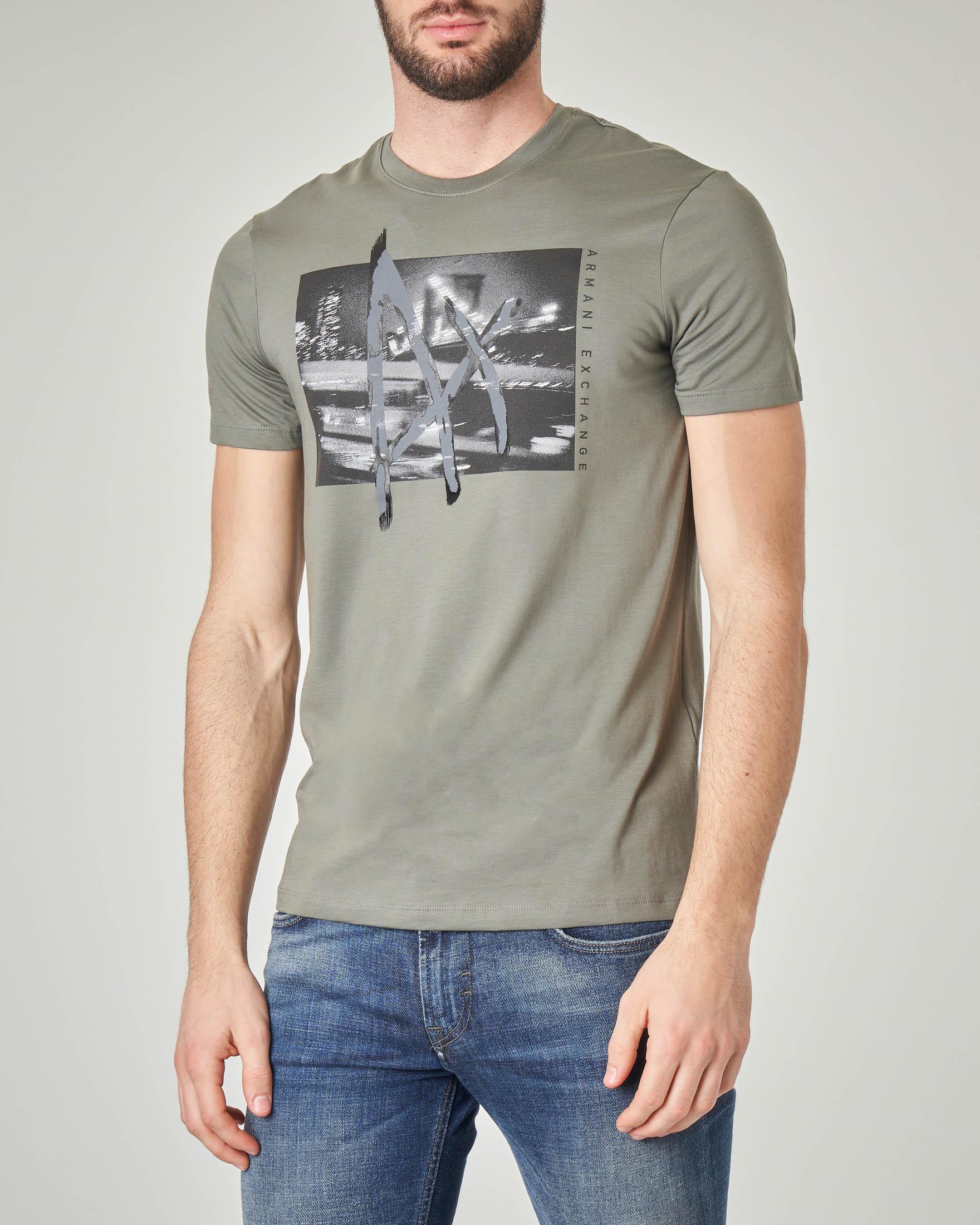 T-shirt verde militare con stampa fotografica e logo