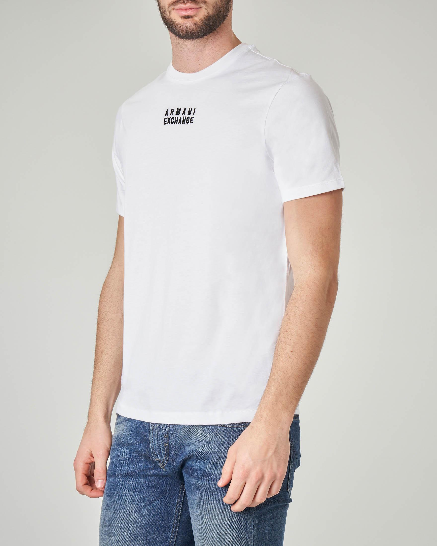 T-shirt bianca con logo piccolo ricamato davanti e stampa sul retro