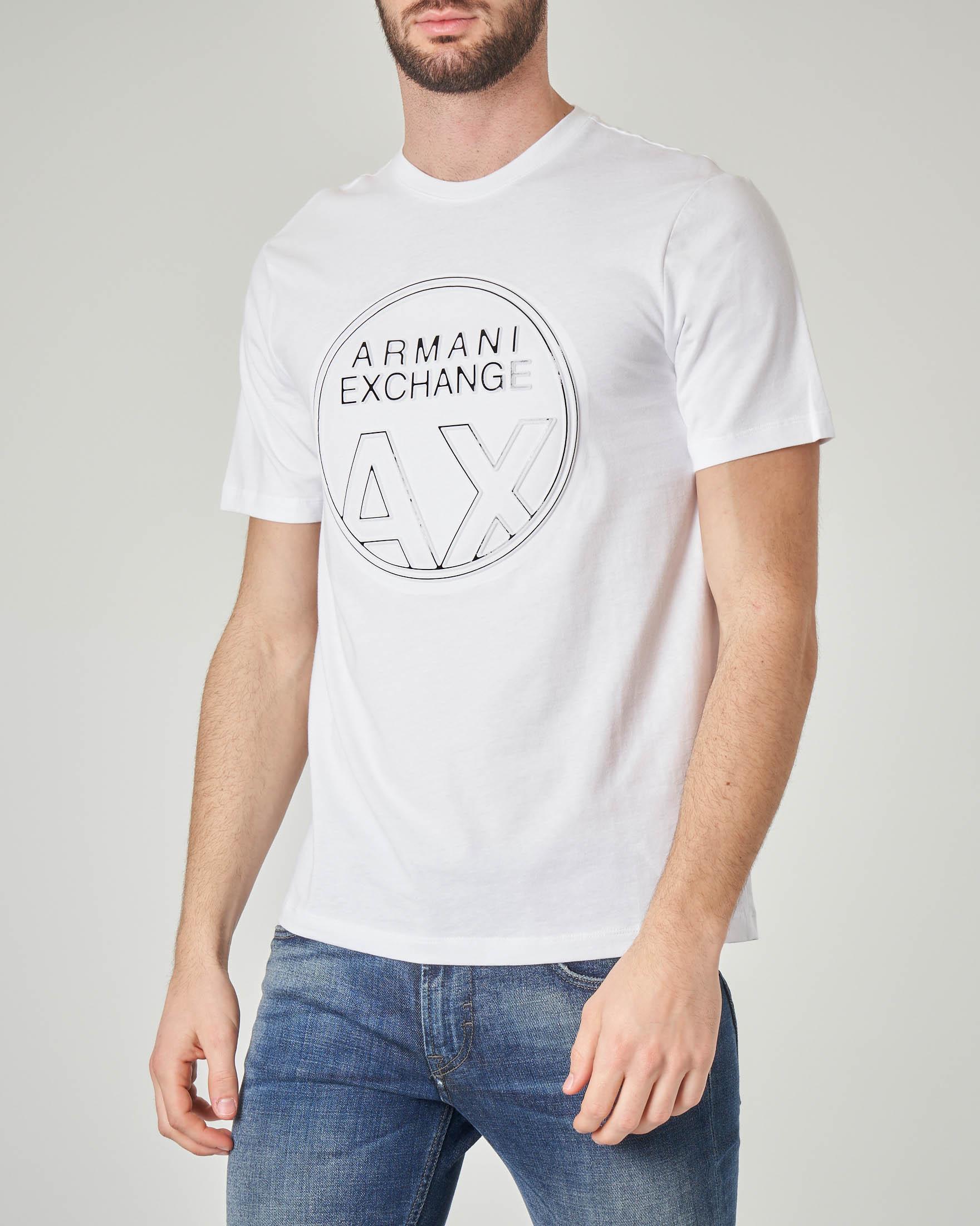 T-shirt bianca con logo bollo in rilievo