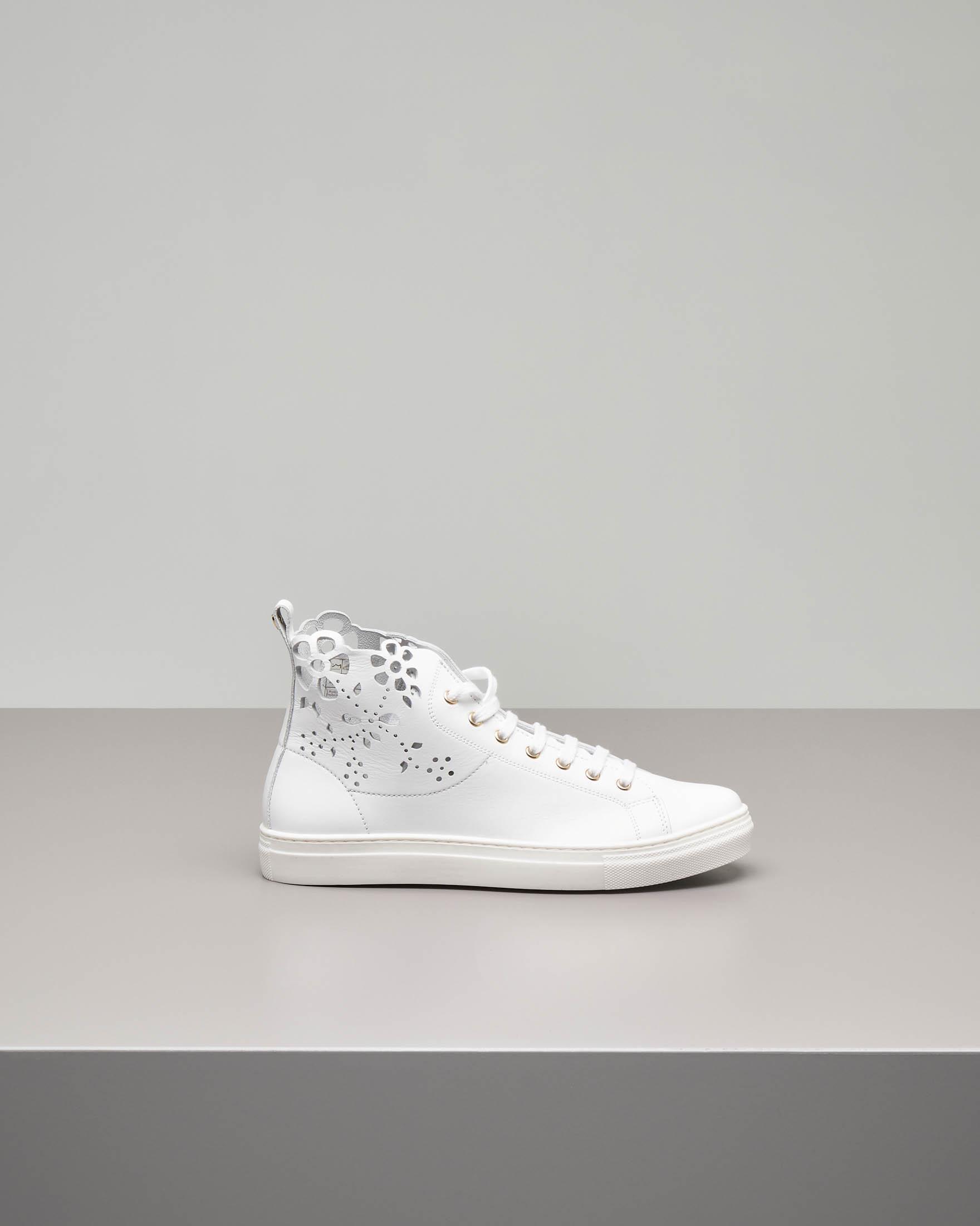 Sneakers bianca con ricamo laser