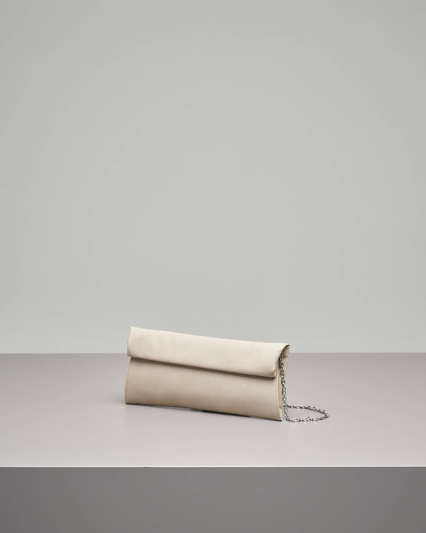 Pochette a busta in ecopelle effetto liscio beige