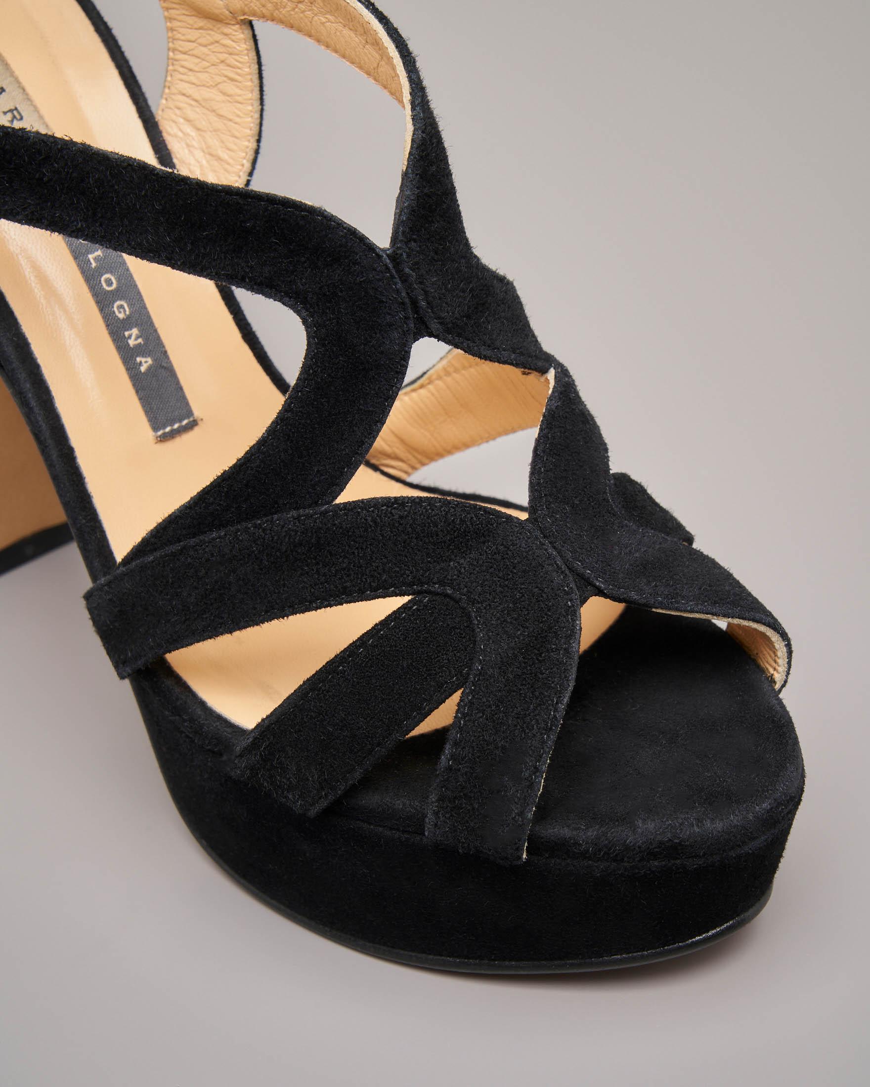 Sandalo plateau in camoscio nero con tacco alto e fascette intrecciate