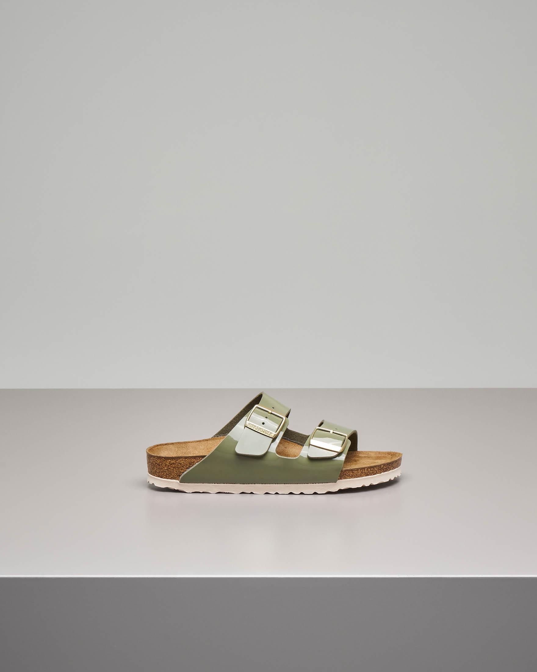 Sandalo Arizona in Birko flor effetto lucido color verde militare con doppia fascetta