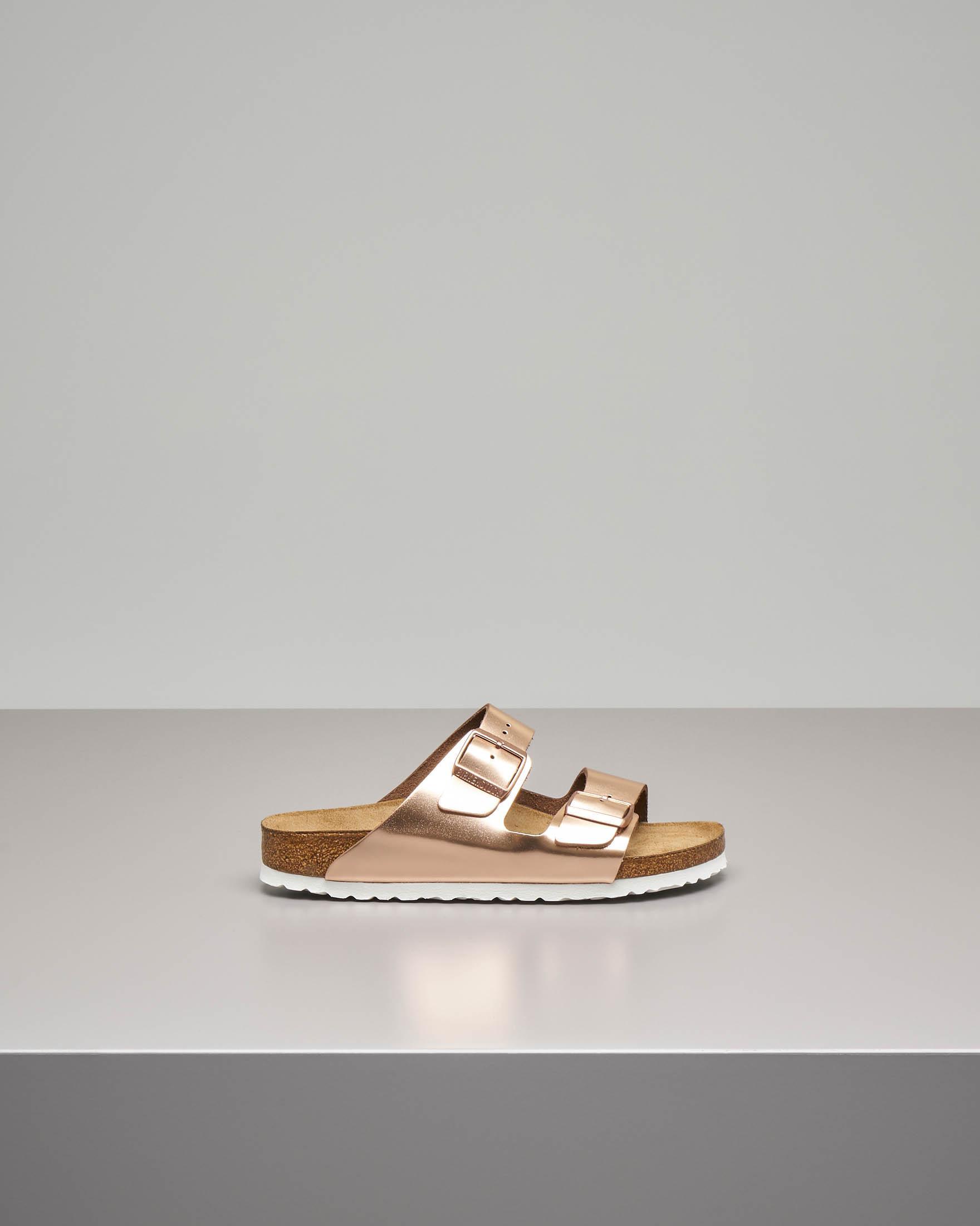 Sandalo Arizona in pelle color rame effetto laminato con doppia fascetta