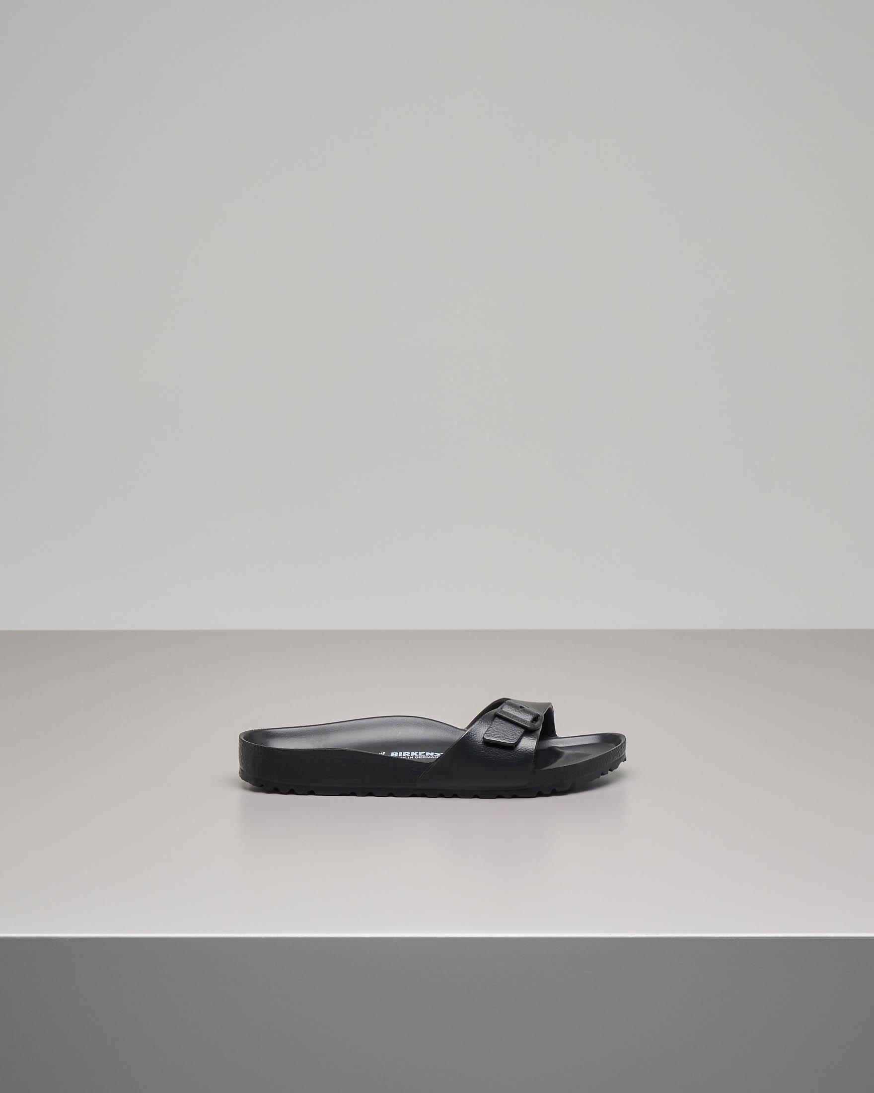 Sandalo Madrid in EVA nero con fascetta e fibbia tono su tono
