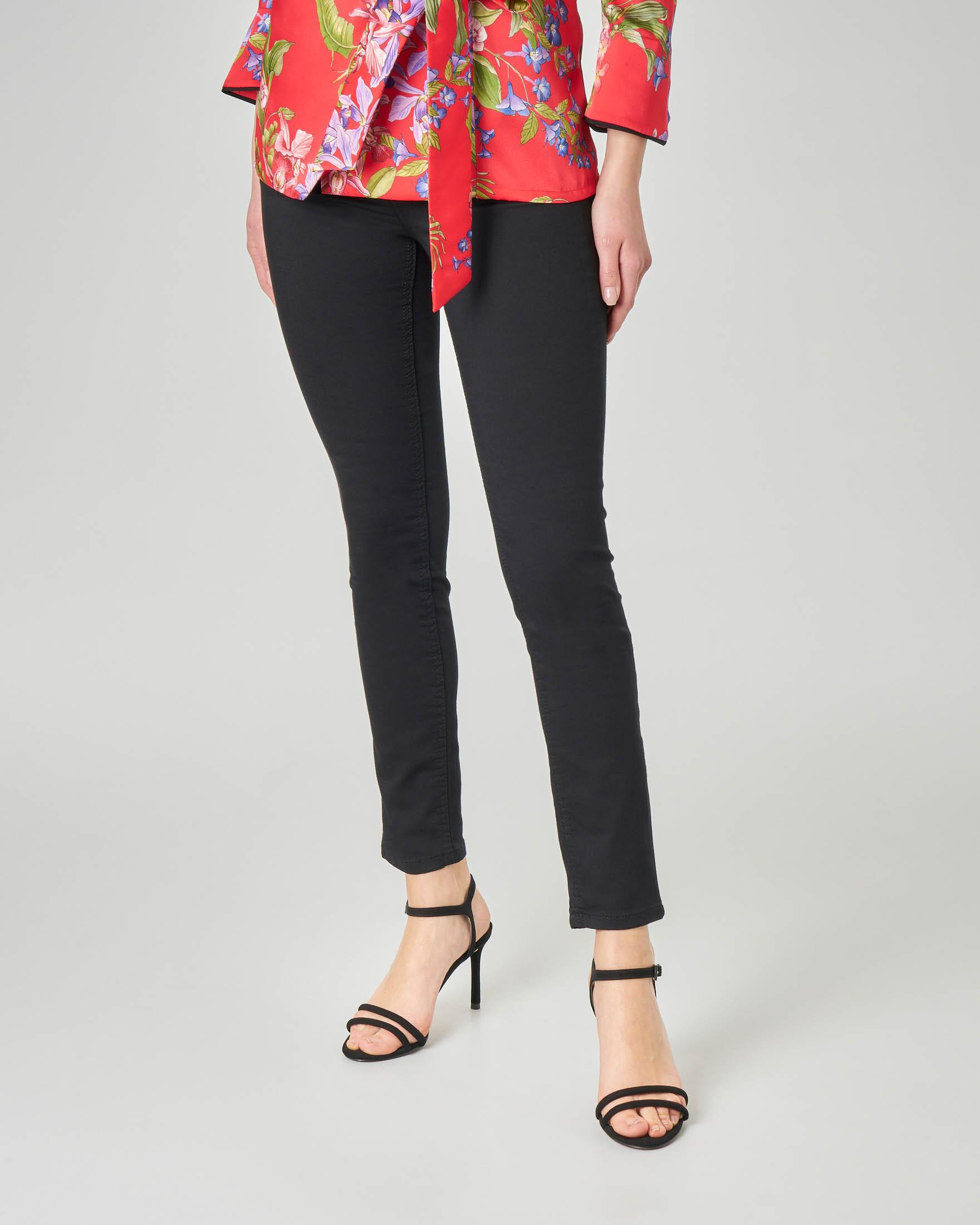 Pantalone cinque tasche neri in cotone elasticizzato vestibilità skinny