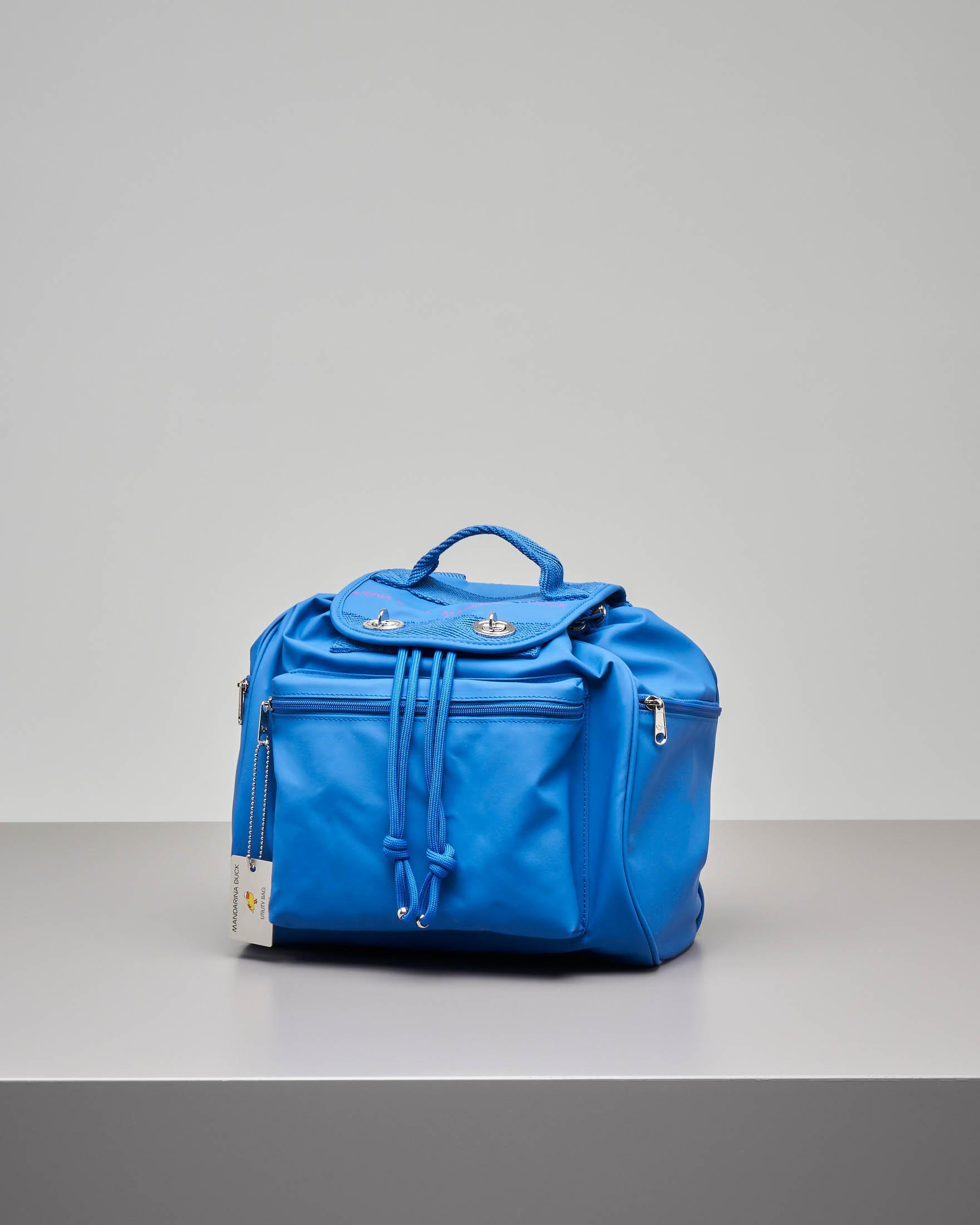 Zaino modello Utility bluette in ecopelle con patta e scritta logo e tasche con zip