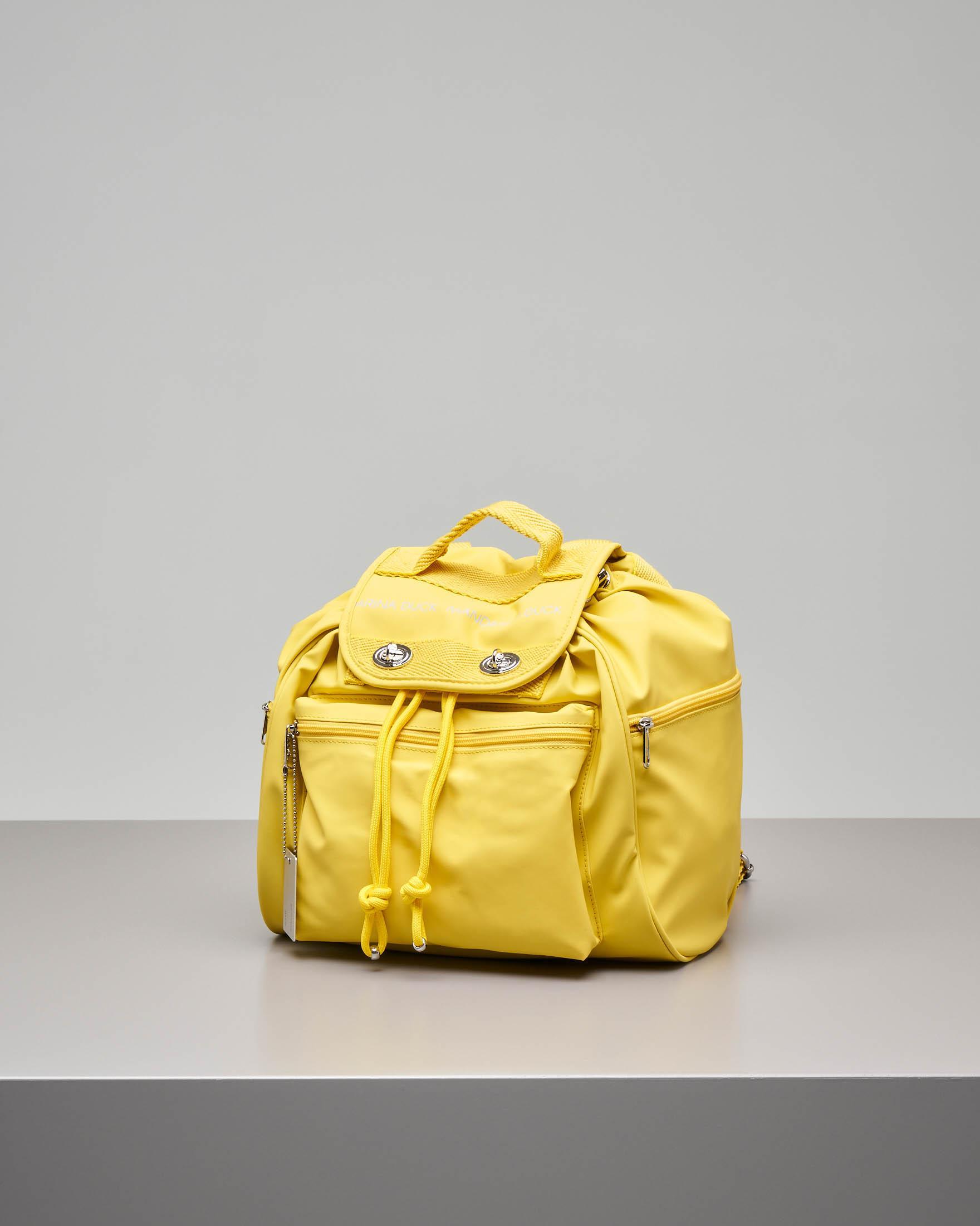 Zaino modello Utility giallo in ecopelle con patta e scritta logo e tasche con zip