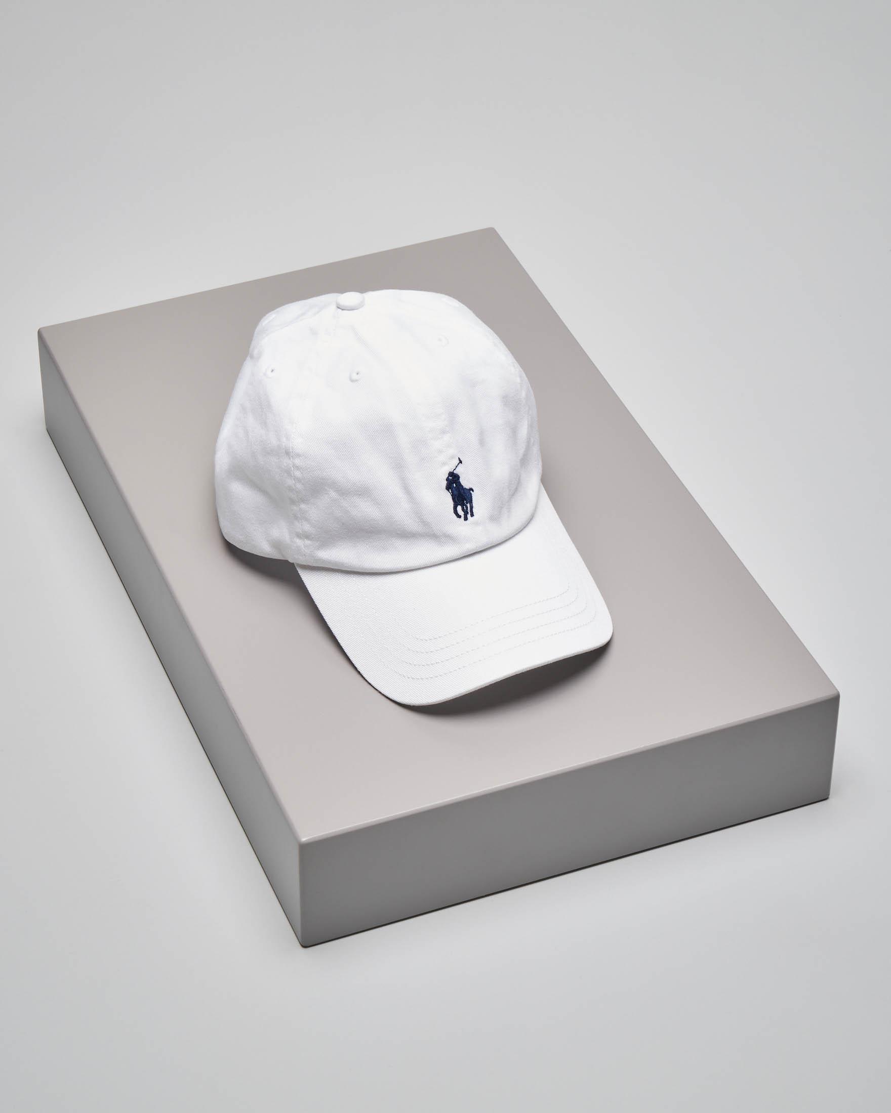 Cappellino bianco con logo pony