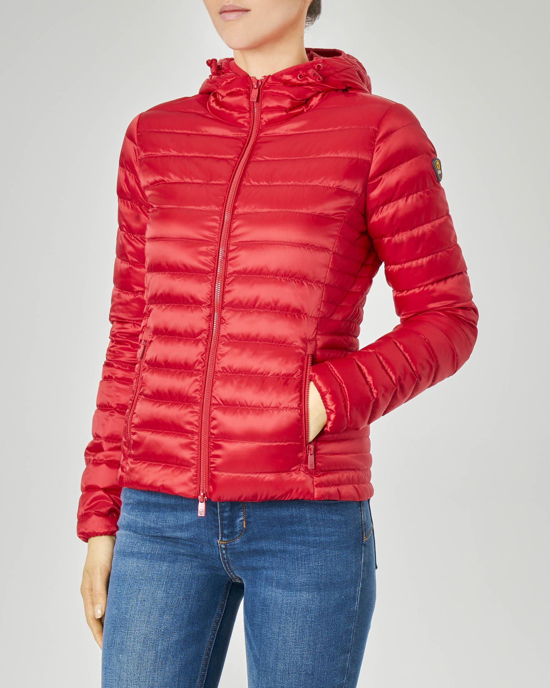 Piumino leggero con cappuccio colore rosso e tessuto effetto lucido