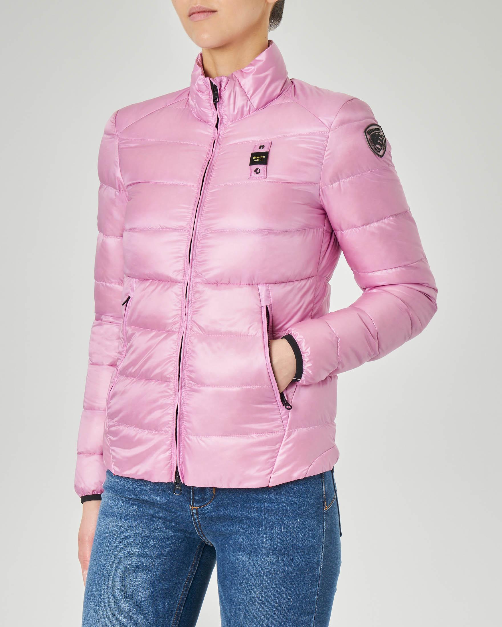 Piumino leggero rosa con imbottitura orizzontale e collo alto