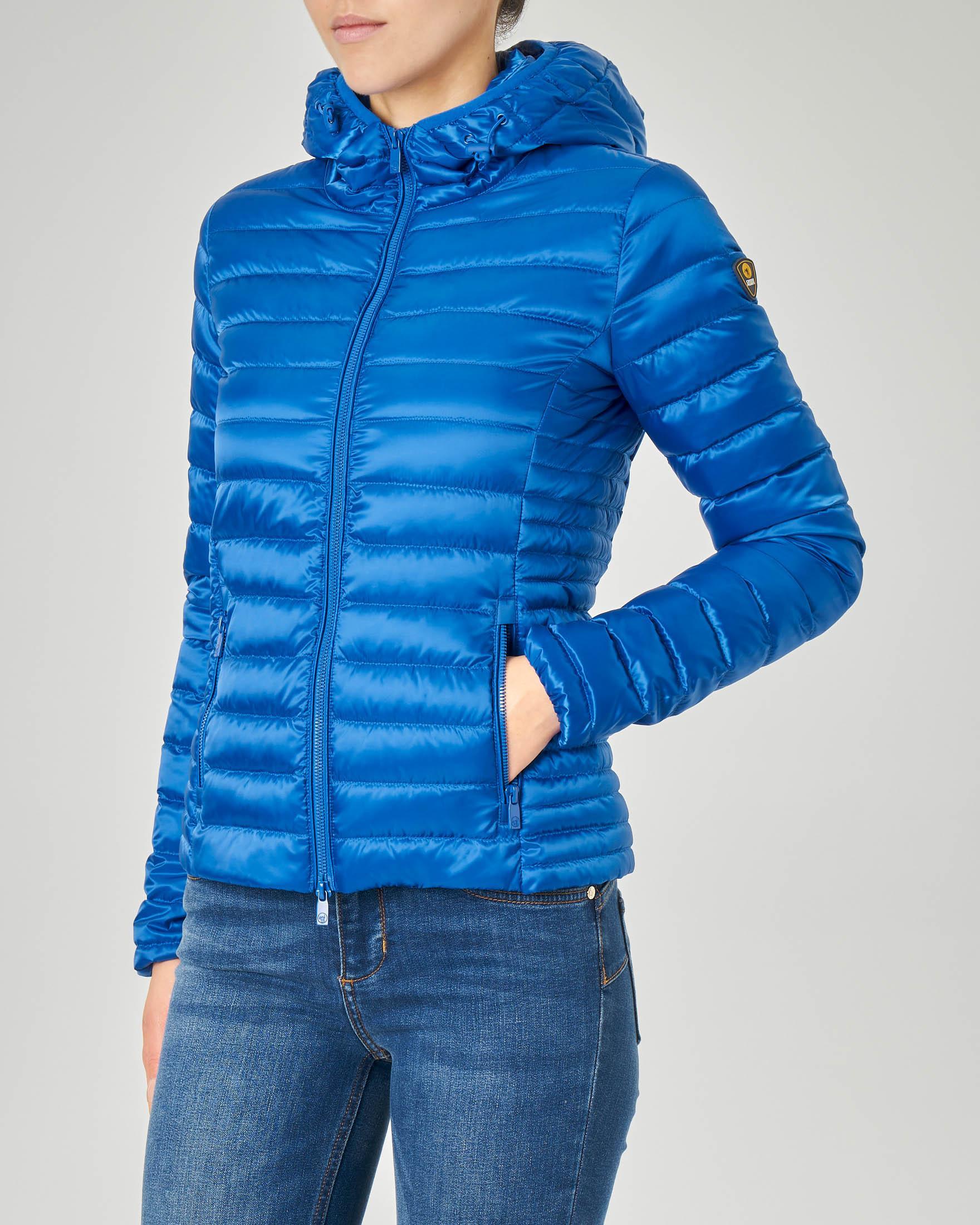 Piumino leggero con cappuccio colore blu china e tessuto effetto lucido