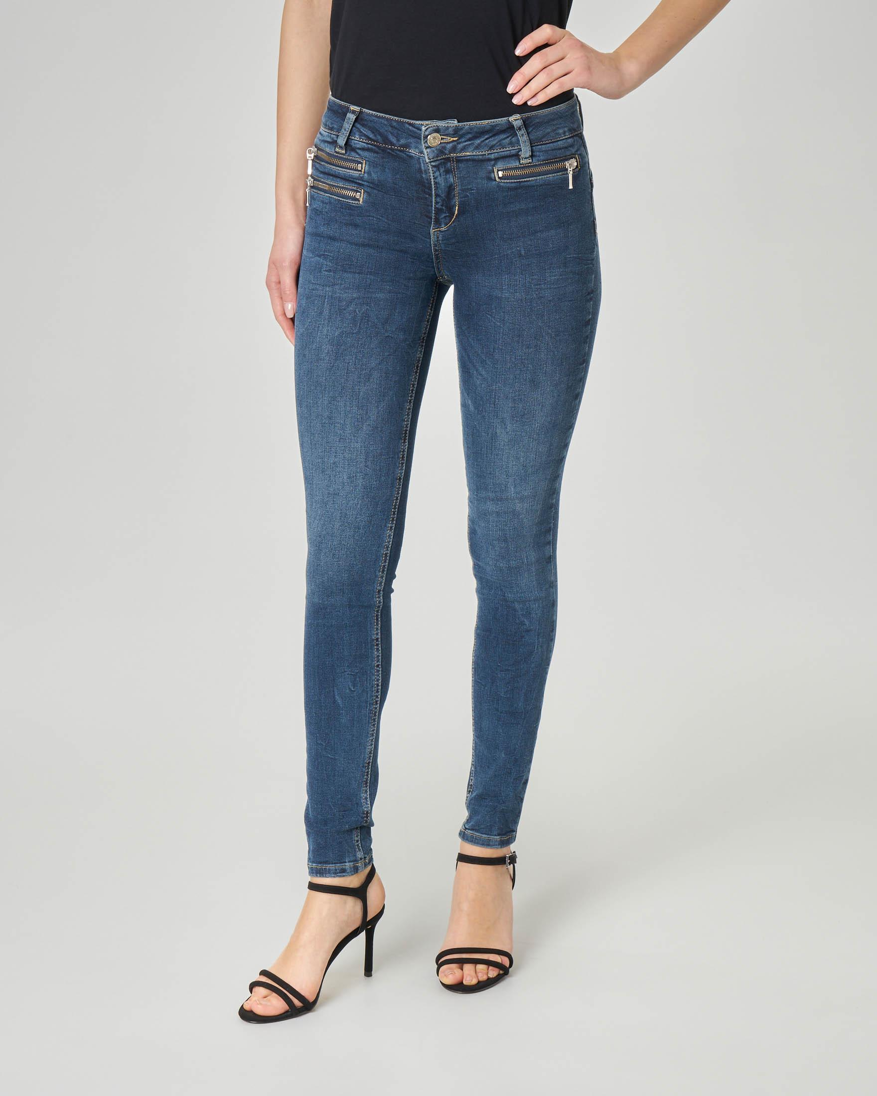 Jeans skinny blu scuro a vita bassa con tasche frontali con cerniera