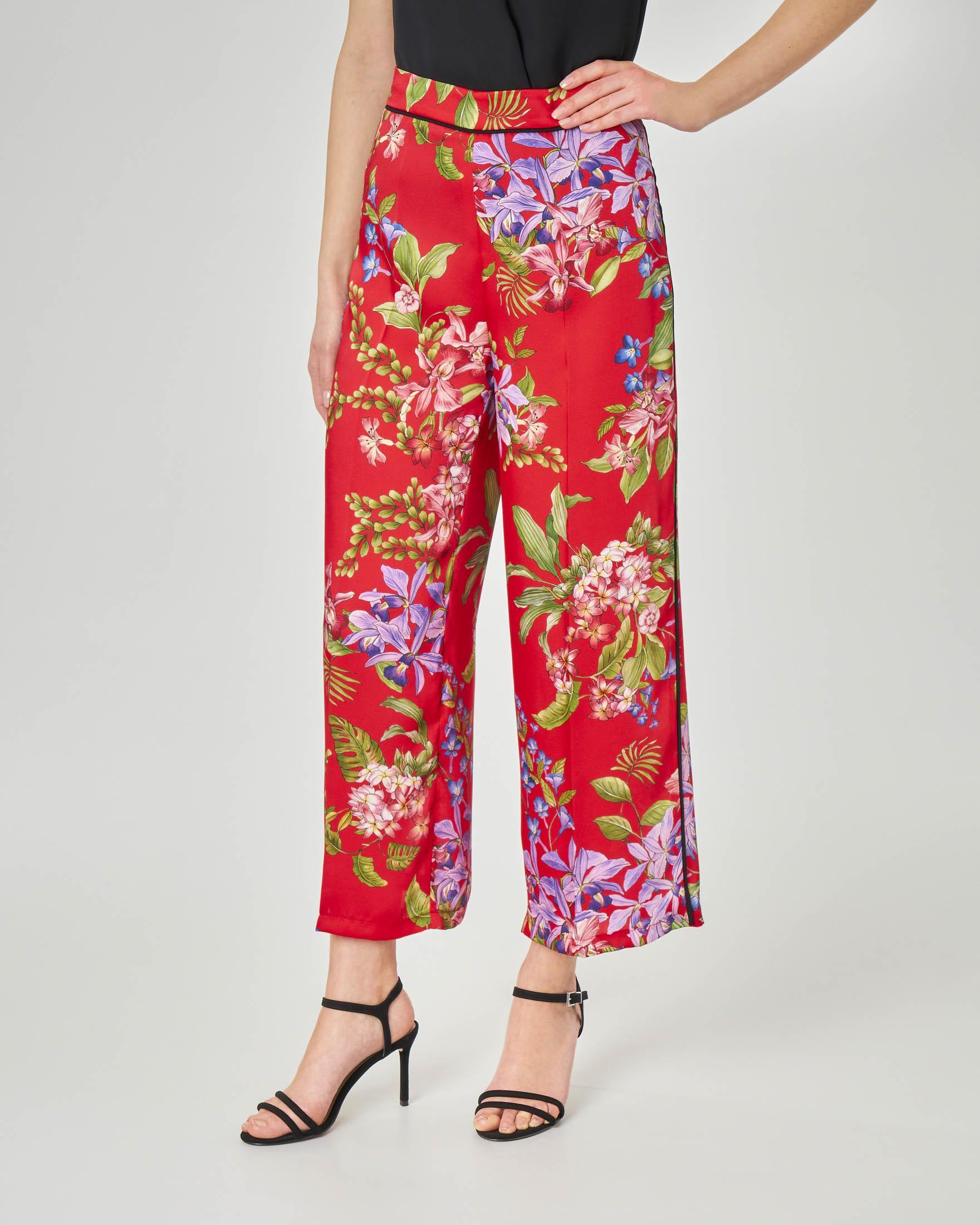 Pantaloni culotte rossi in tessuto effetto raso a fantasia floreale
