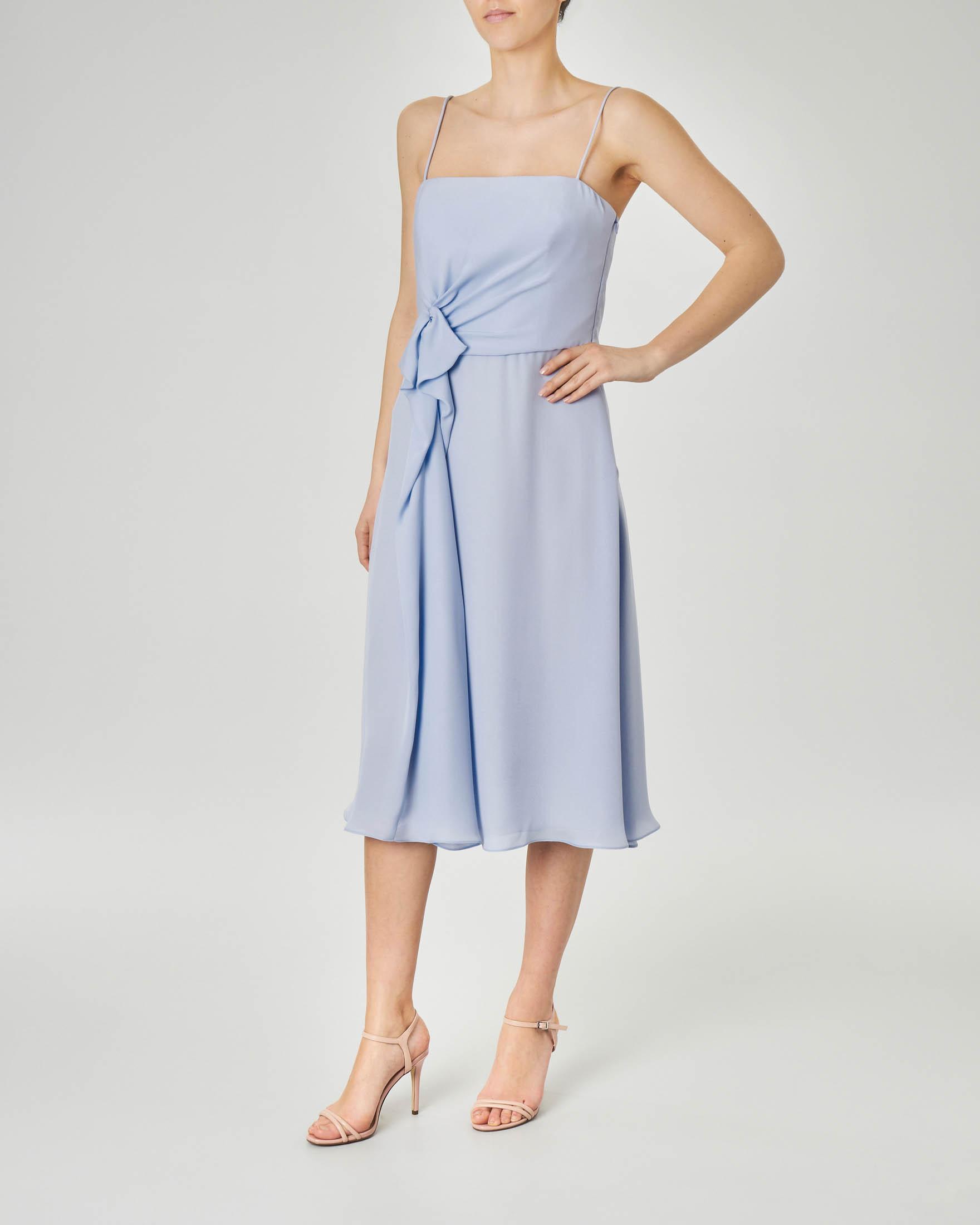 Abito azzurro in georgette di seta con spalline sottili e drappeggio sul fianco