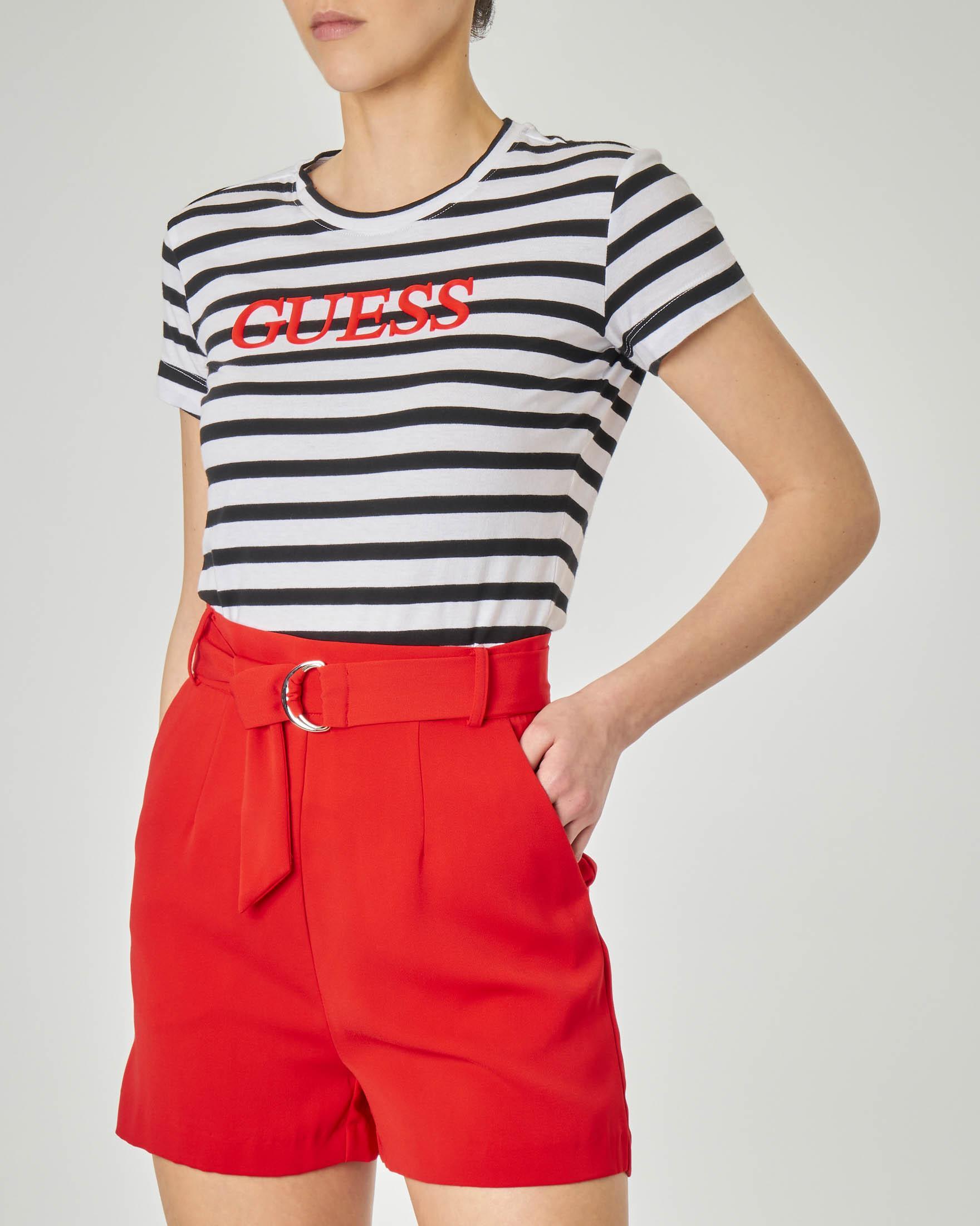 T-shirt maniche corte a righe bianche e nere con logo a contrasto