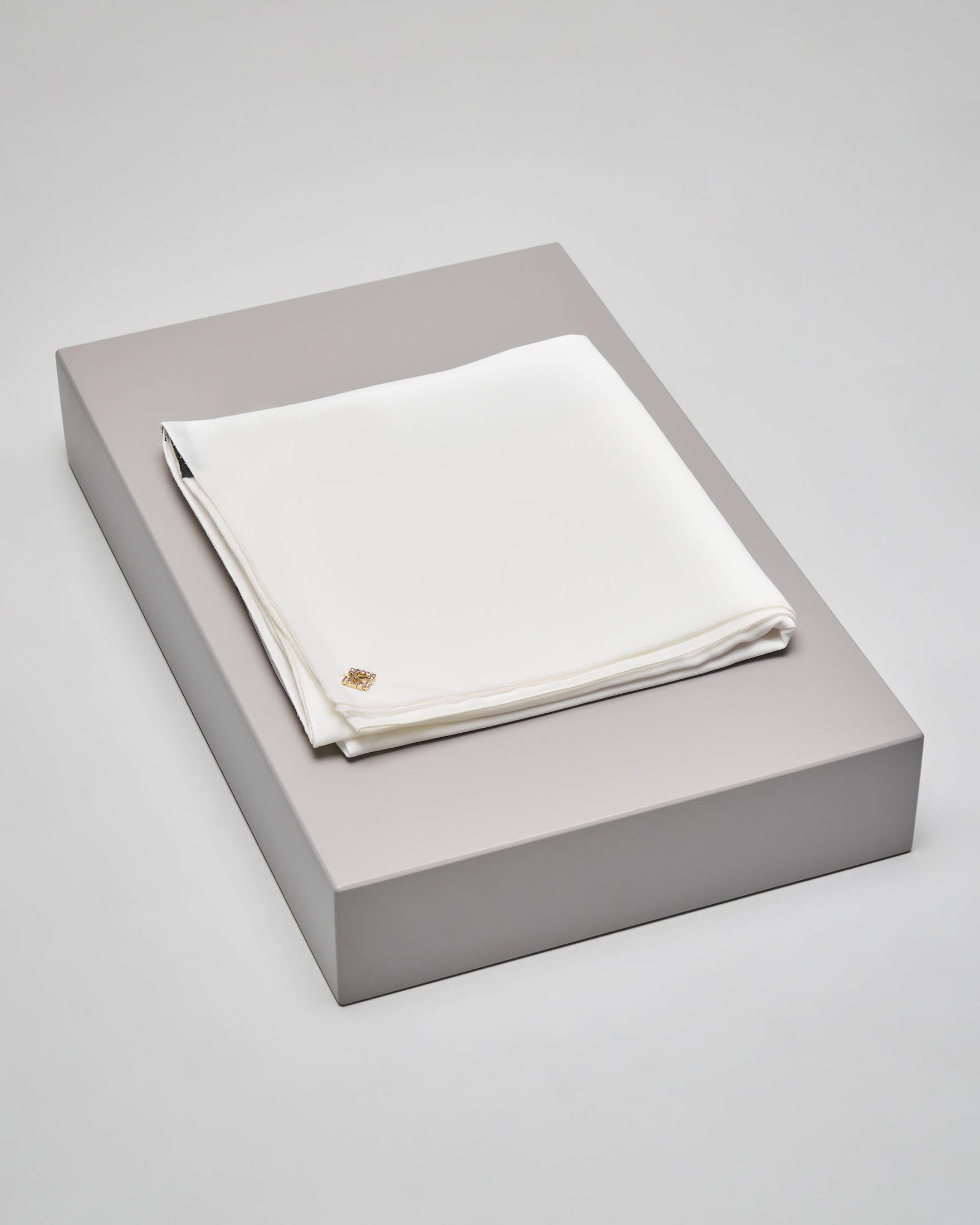 Stola bianca in tessuto effetto chiffon di seta
