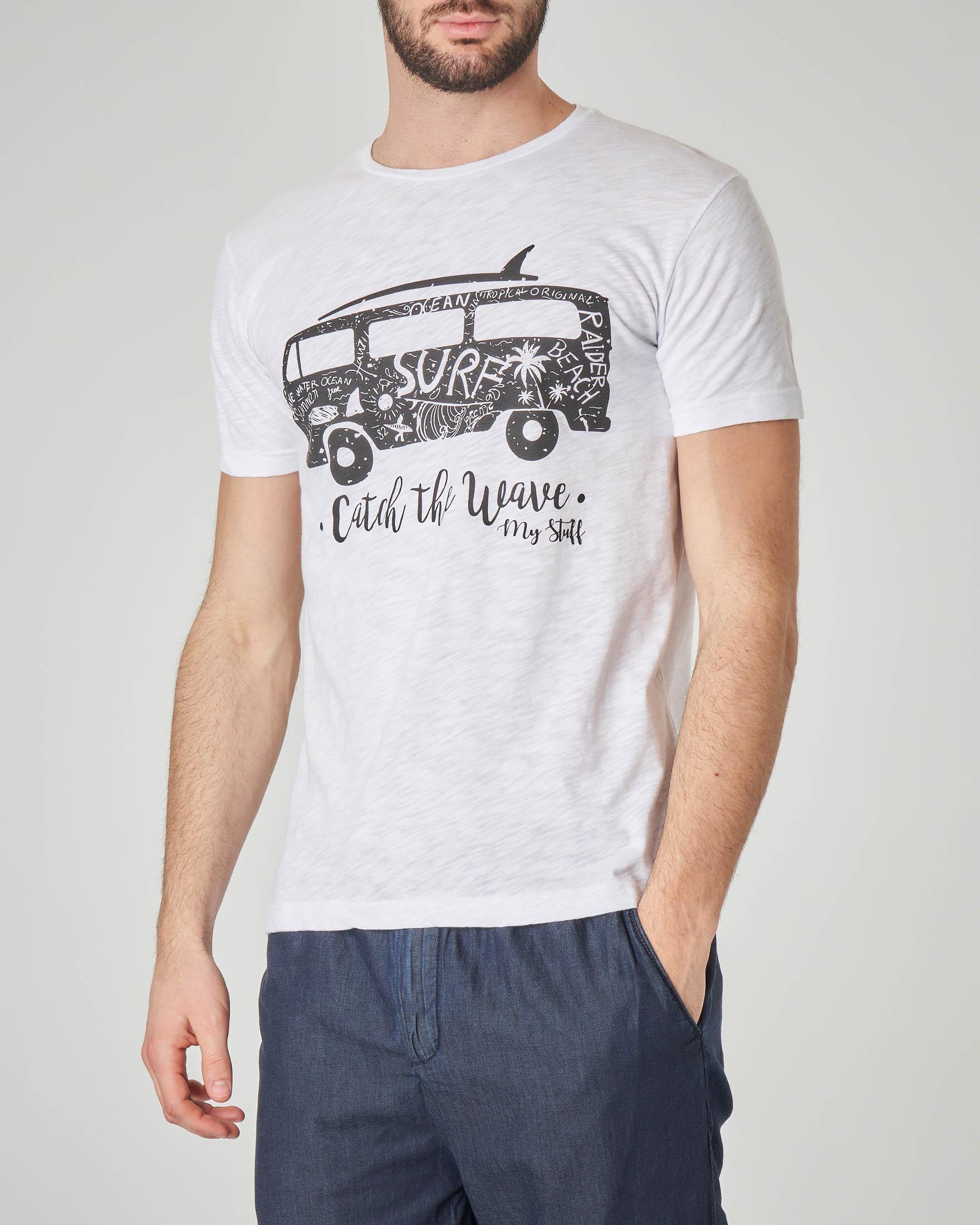 T-shirt bianca con stampa furgoncino hippie