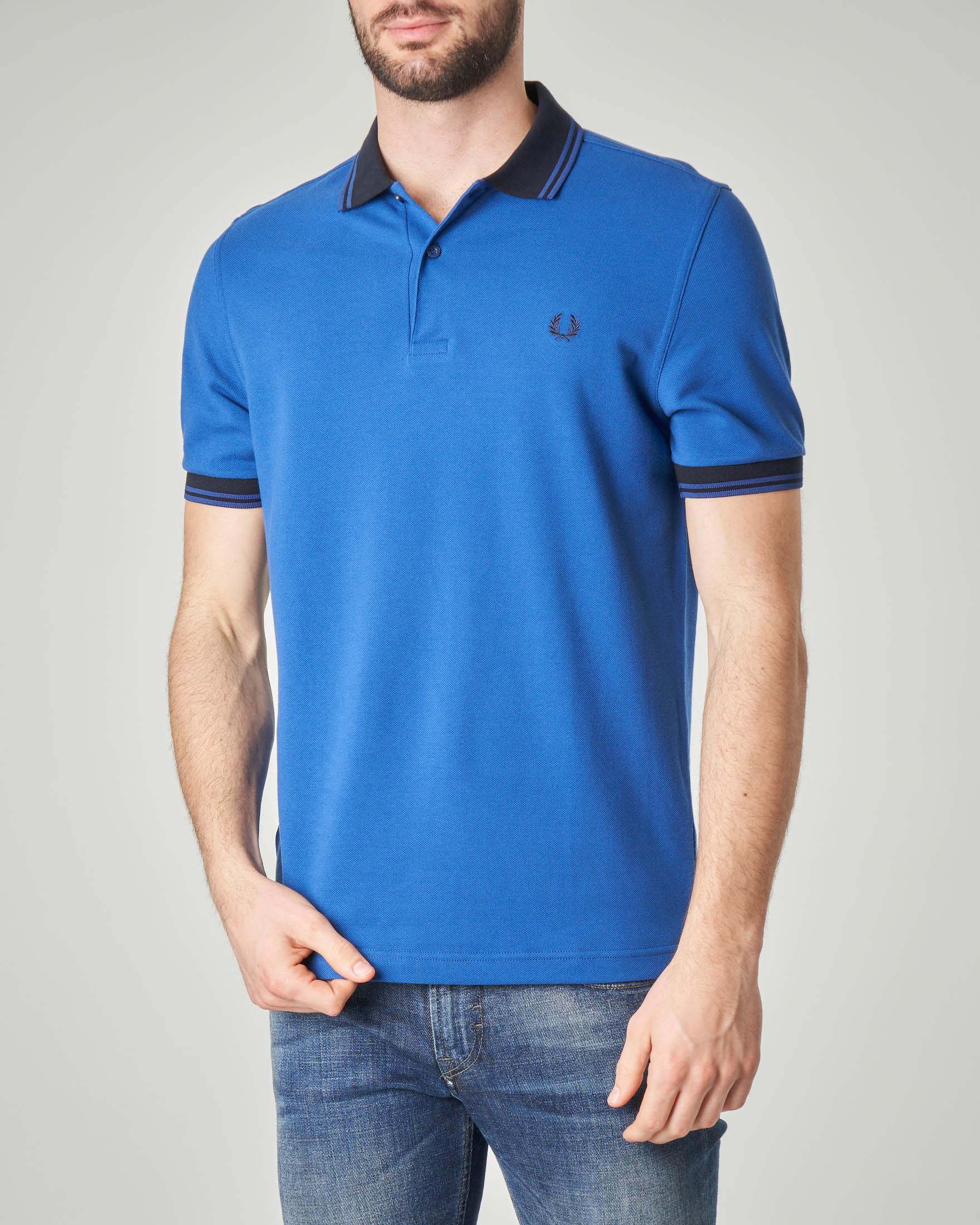 Polo blu royal con collo in contrasto e bordini