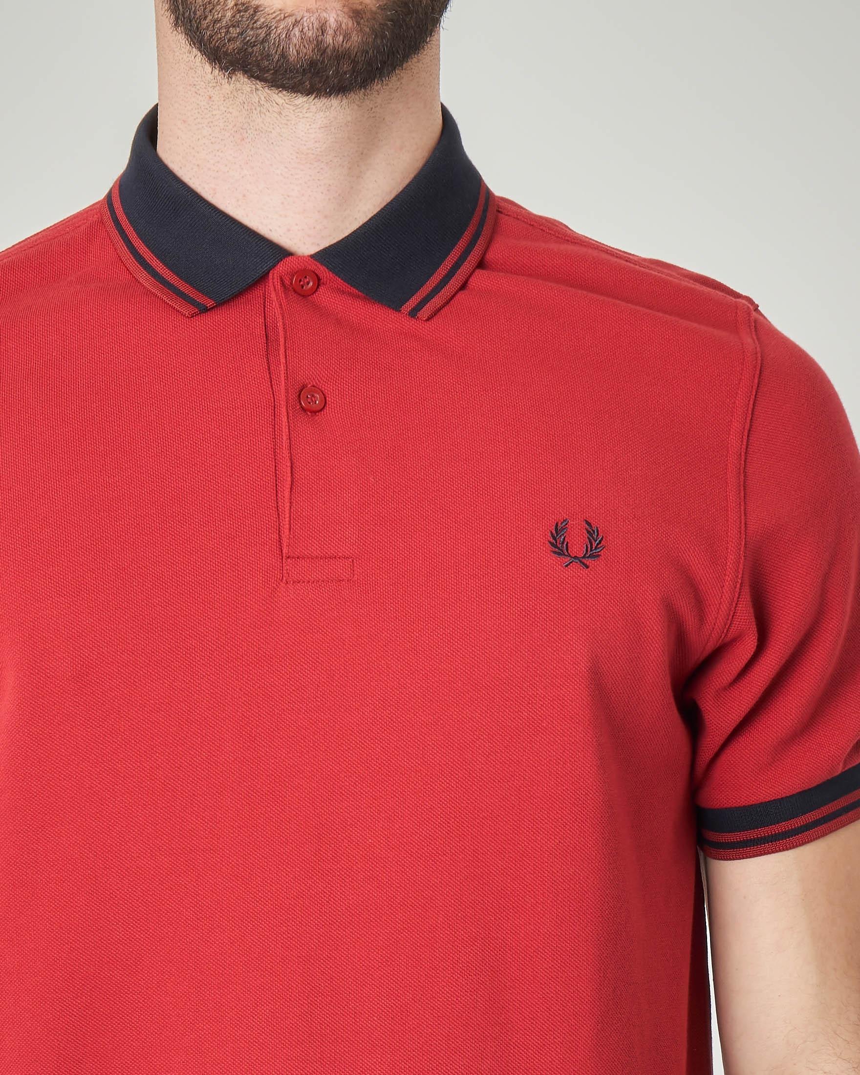 Polo rossa con collo in contrasto e bordini