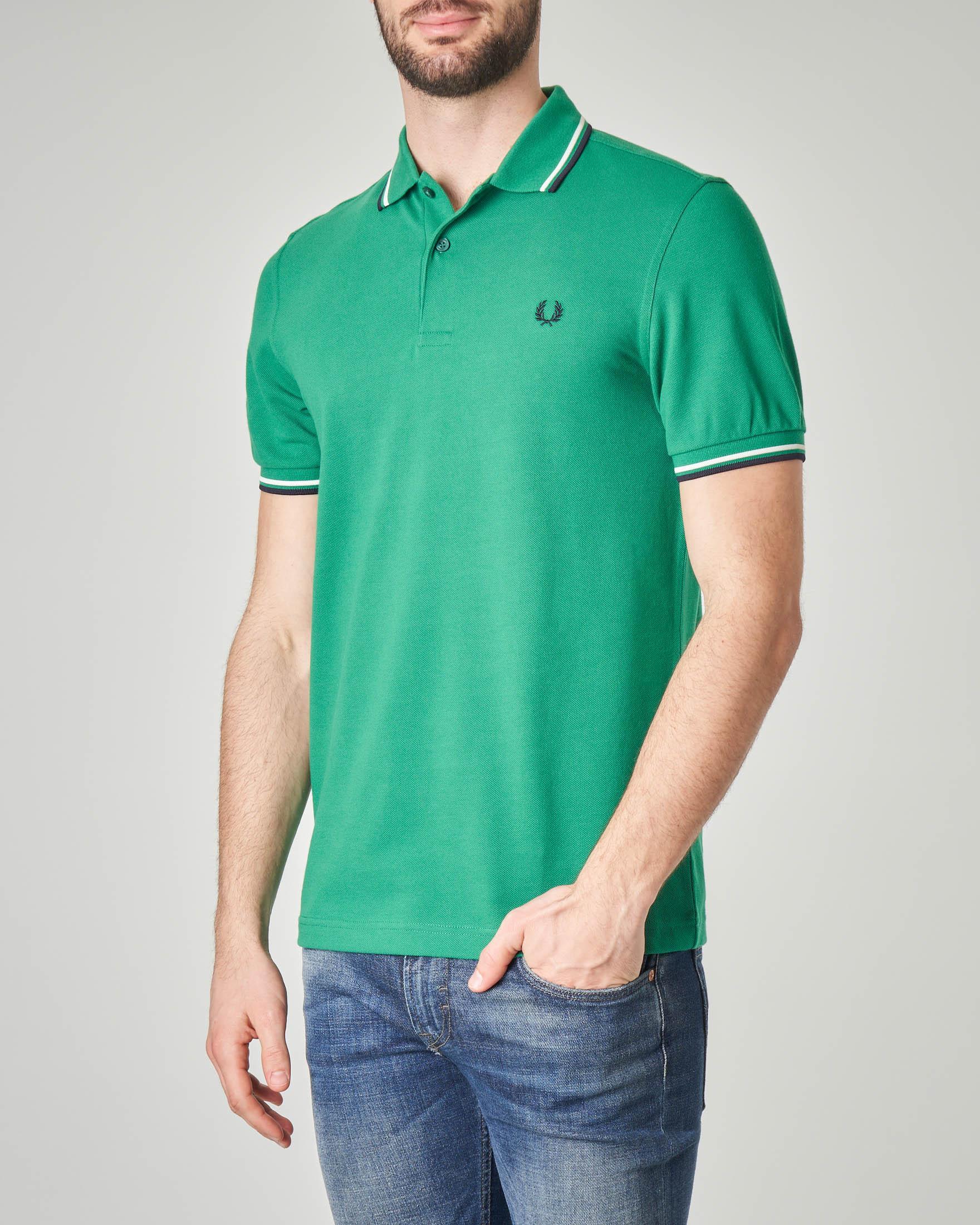 Polo verde con bordino blu e bianco