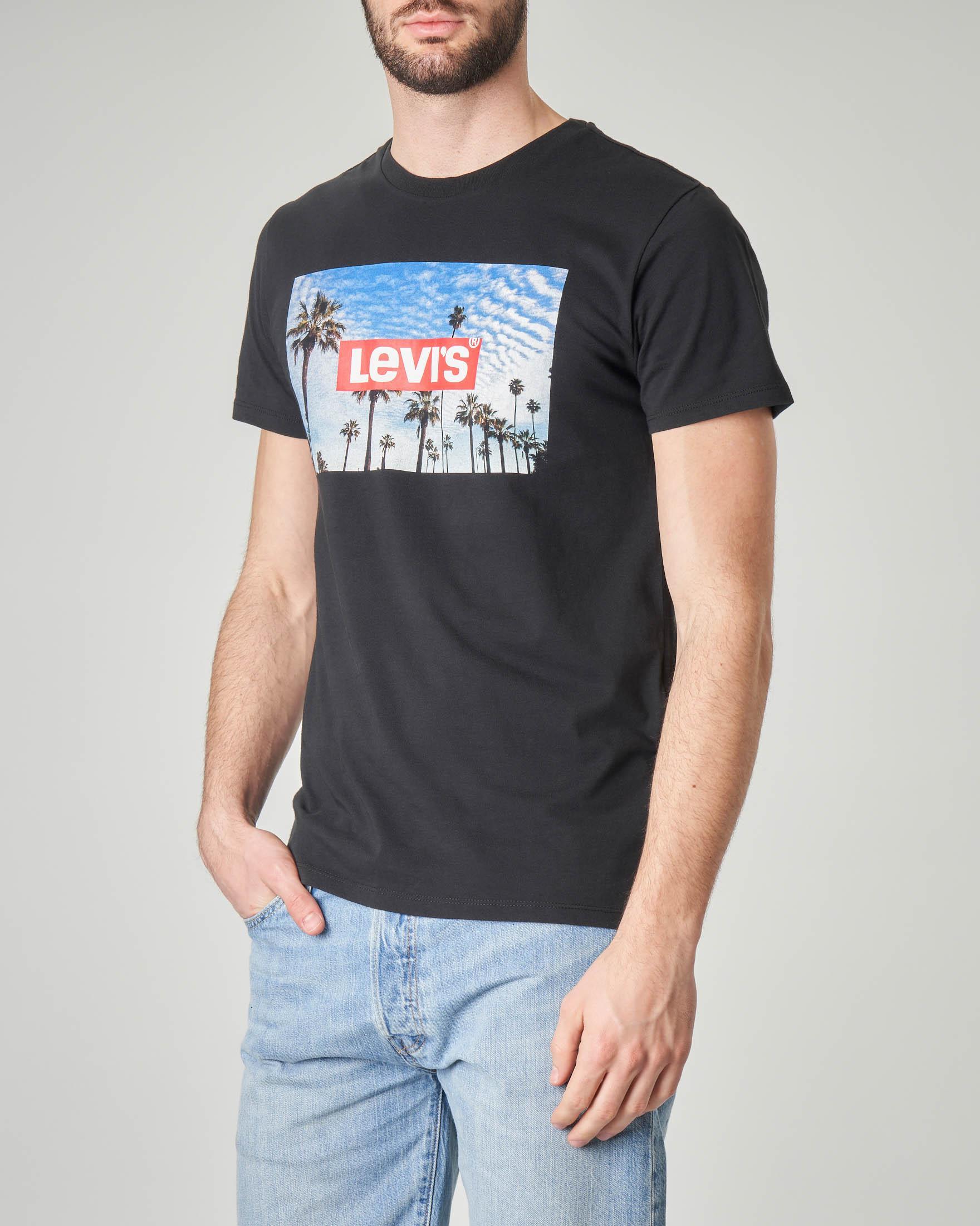 T-shirt nera con stampa fotografica e logo
