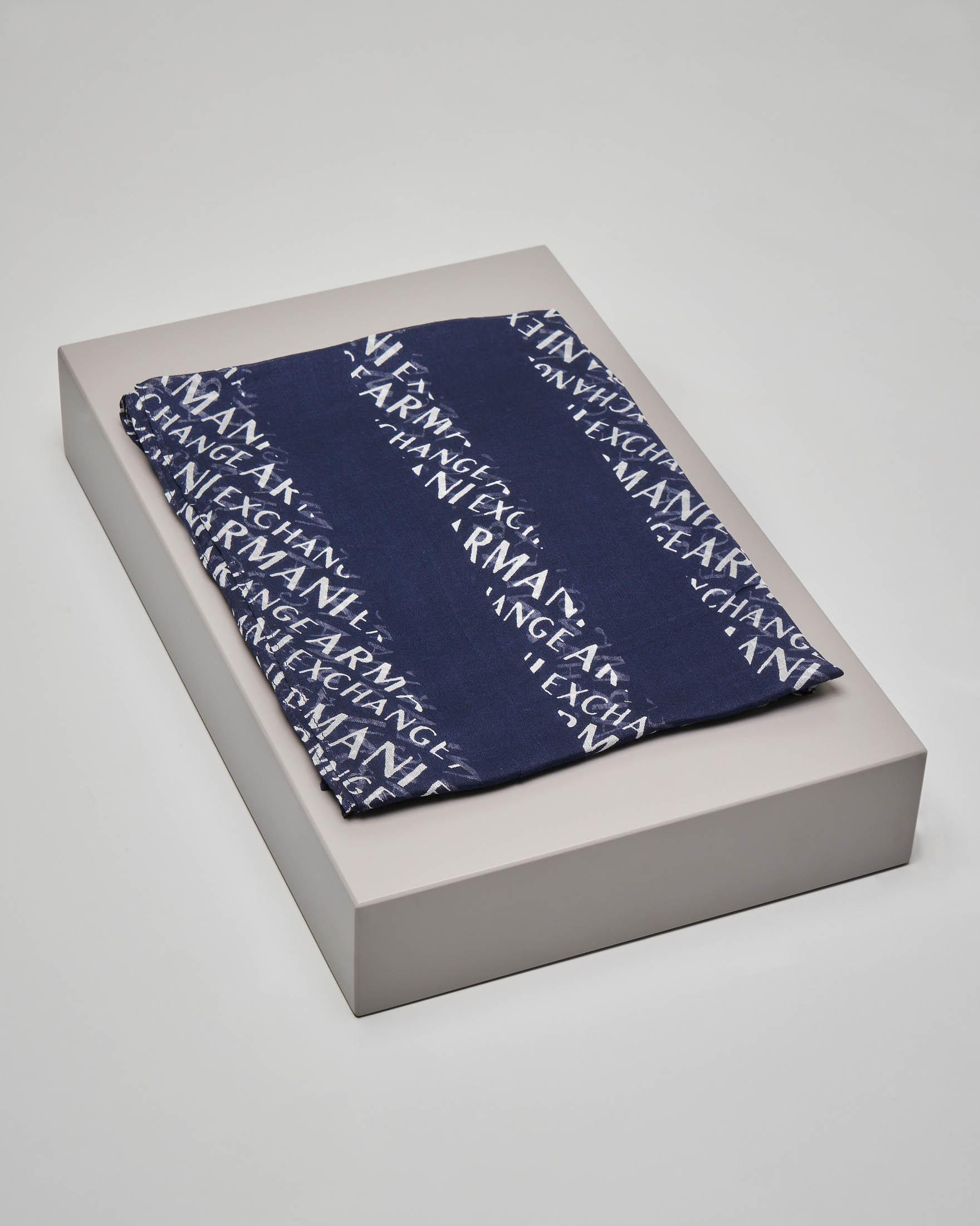 Sciarpa blu in modal con scritta logo all over bianca