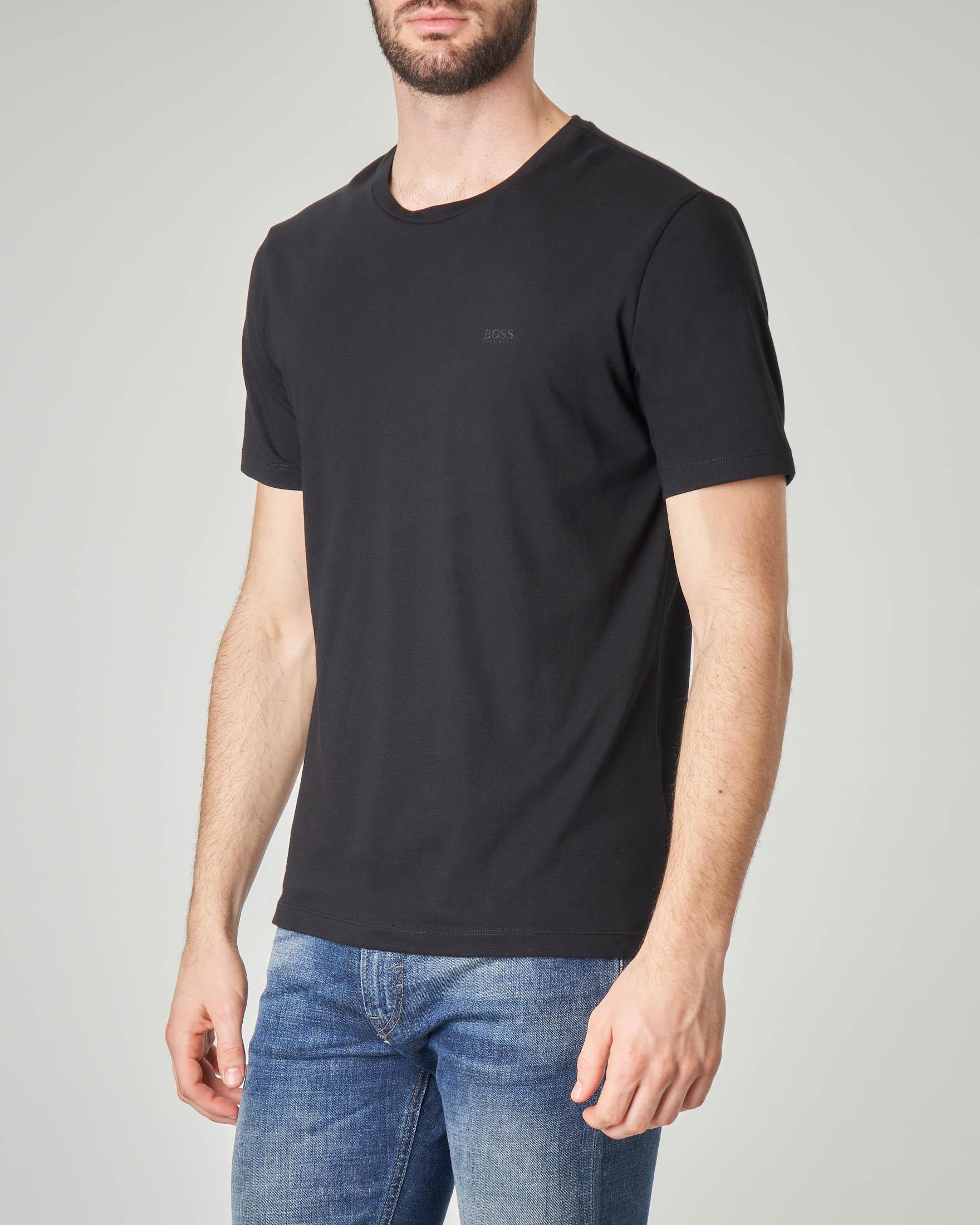T-shirt nera tinta unita