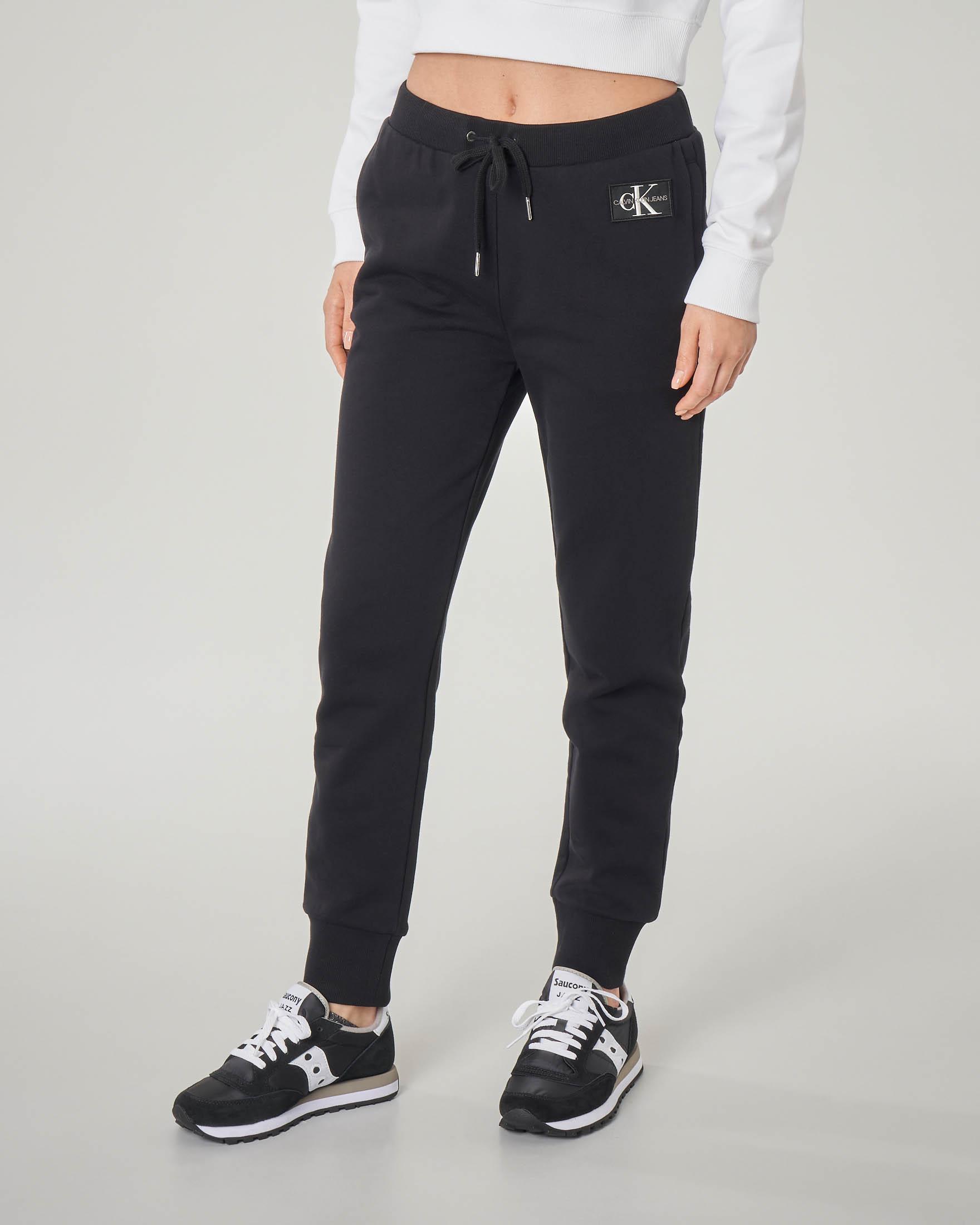 Pantaloni in felpa neri con polsini a costine