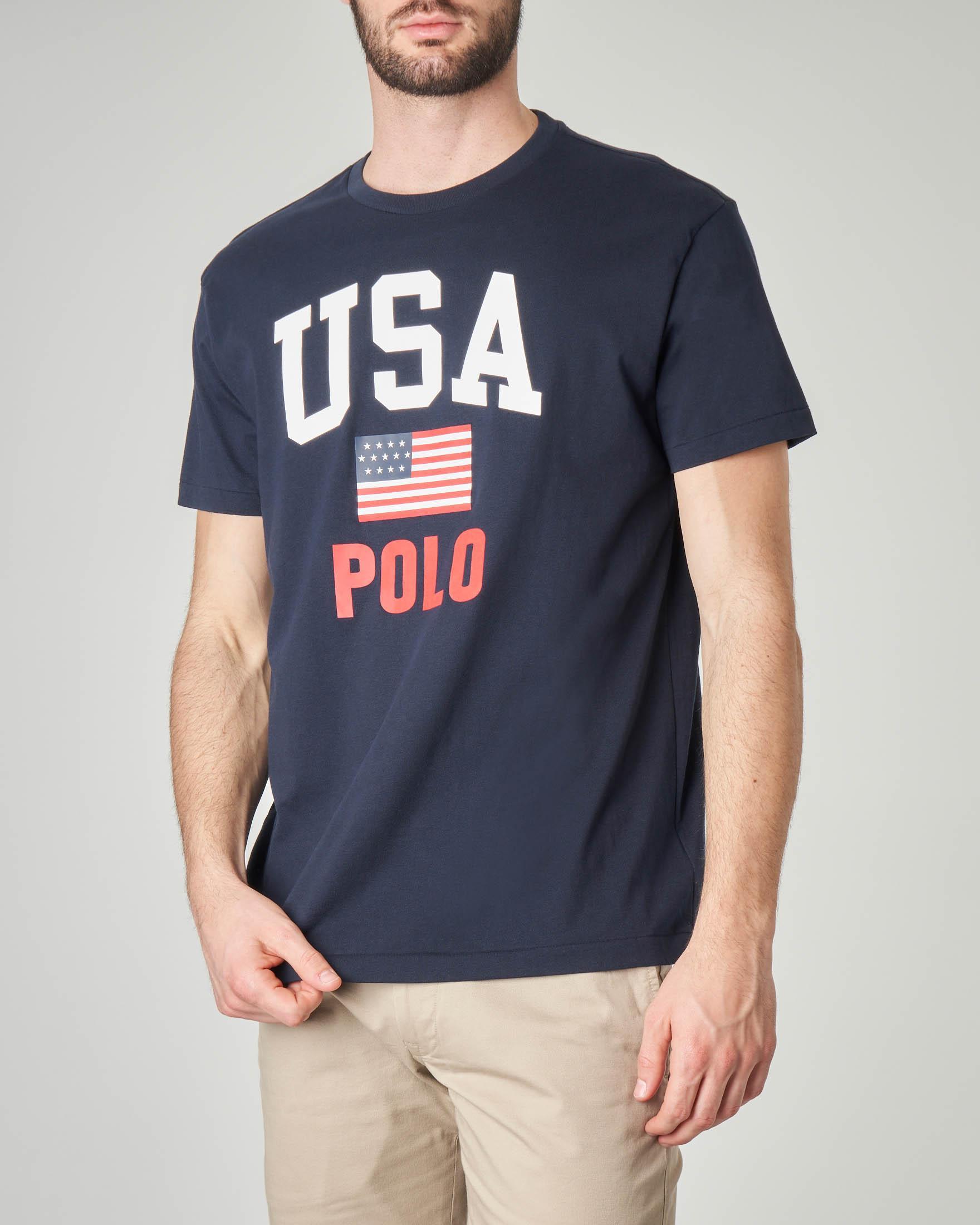 T-shirt blu con logo e bandiera USA