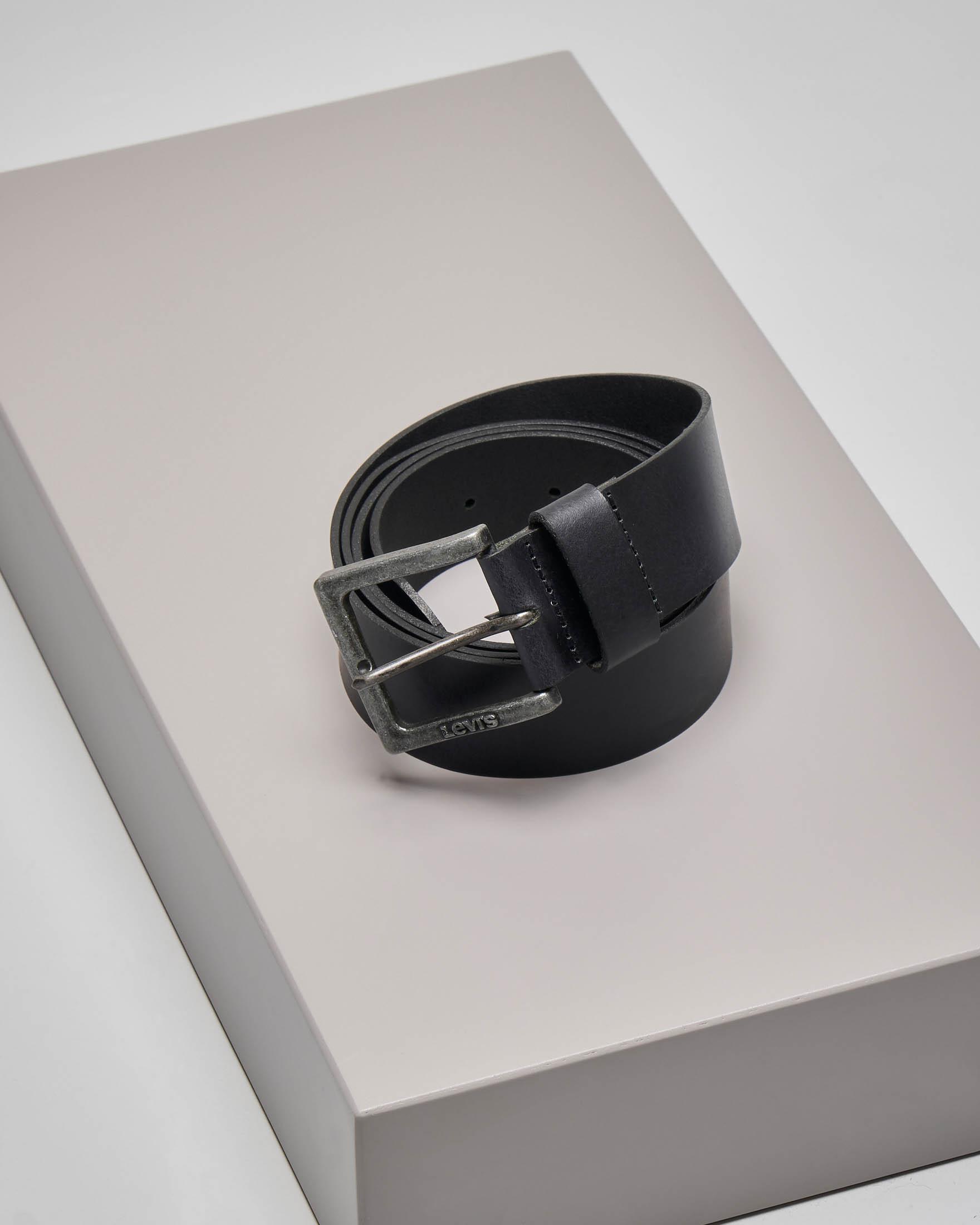 Cintura nera in pelle con fibbia brunita effetto vintage
