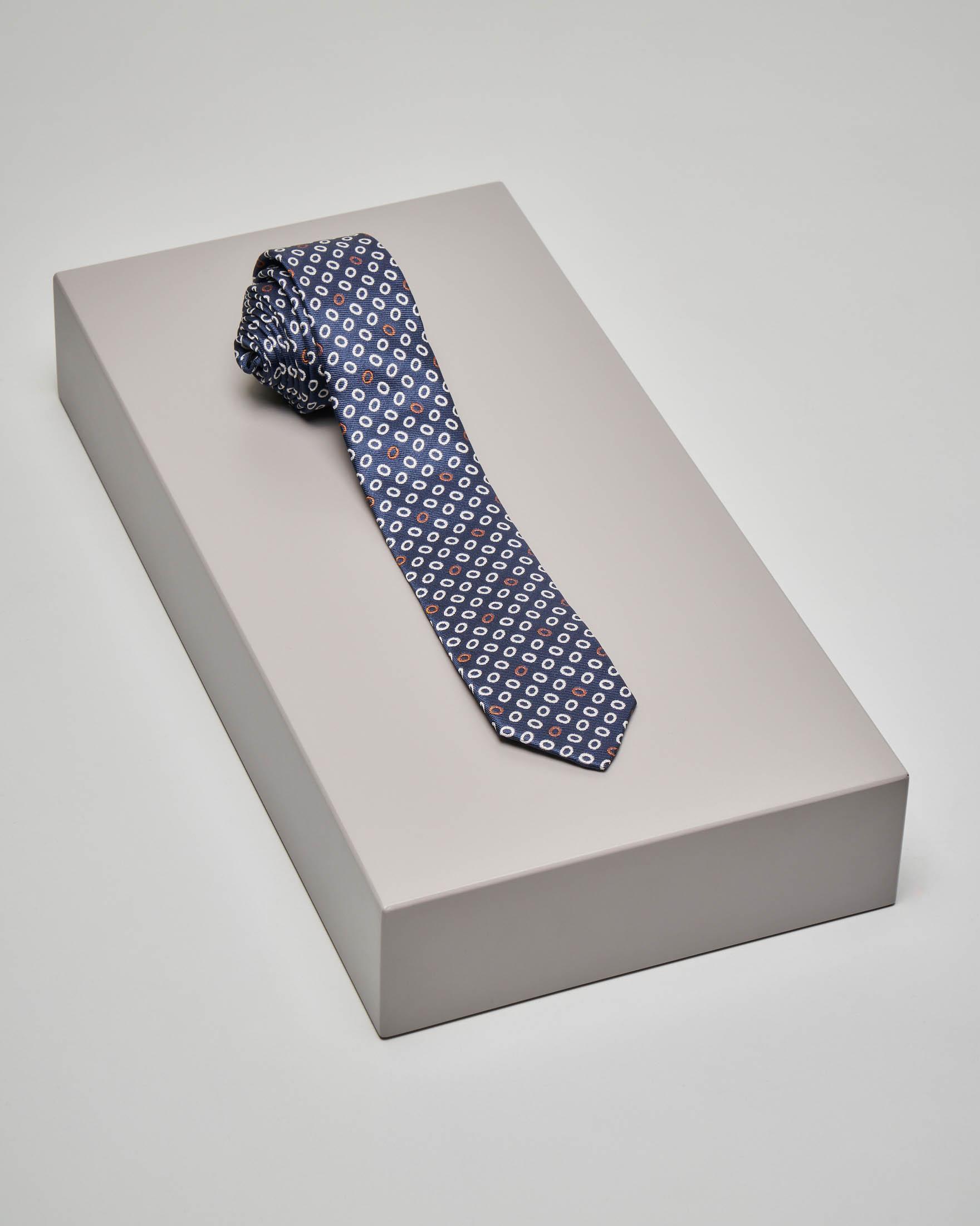 Cravatta blu con pallini bianchi e rossi