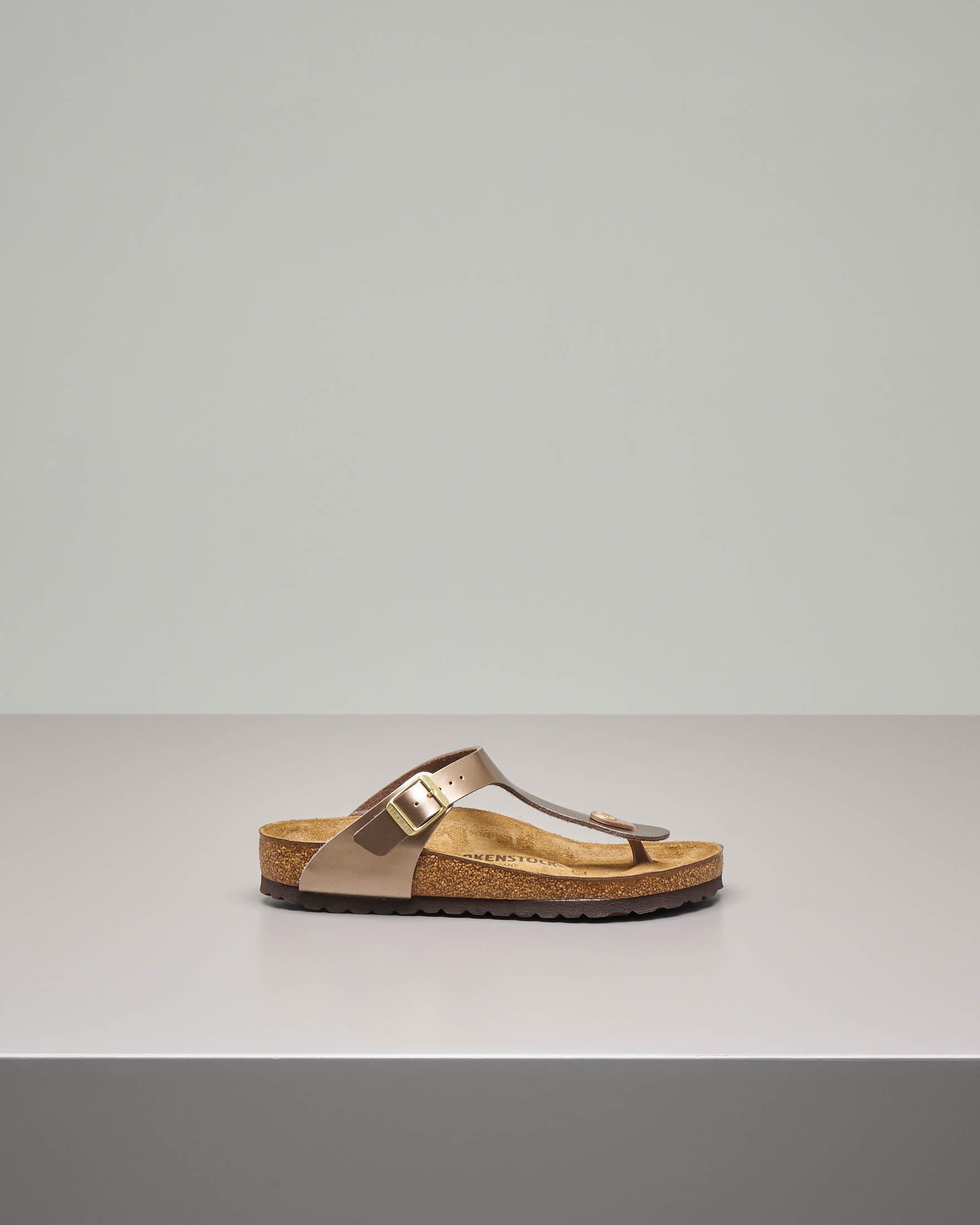 Sandalo infradito Gizeh in pelle color taupe effetto laminato