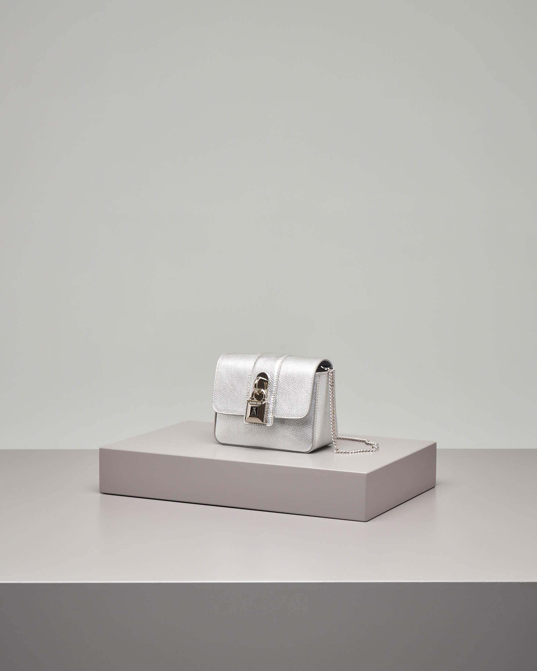 Cross bag mini in pelle argento con catena