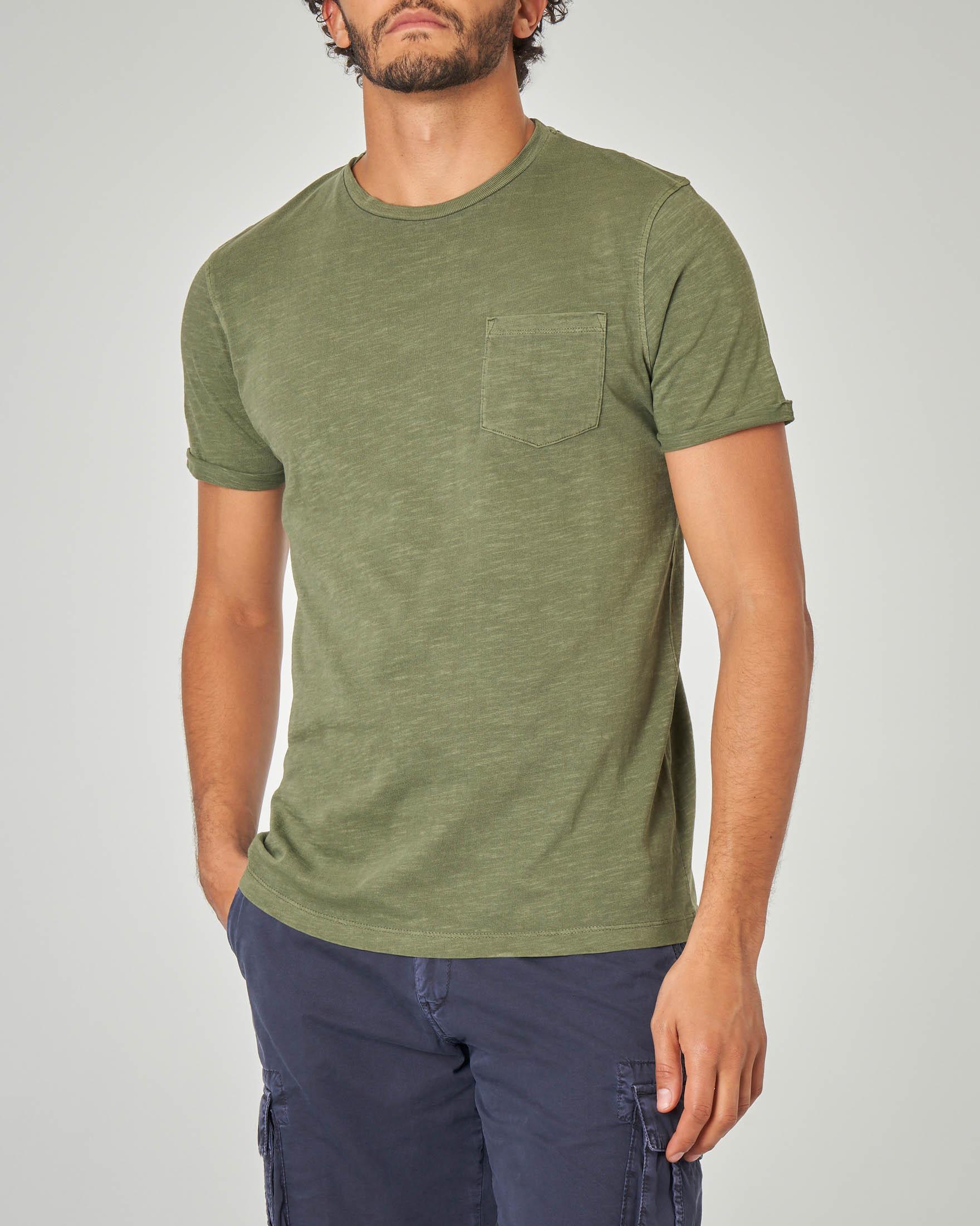 T-shirt verde militare con taschino tessuto slub