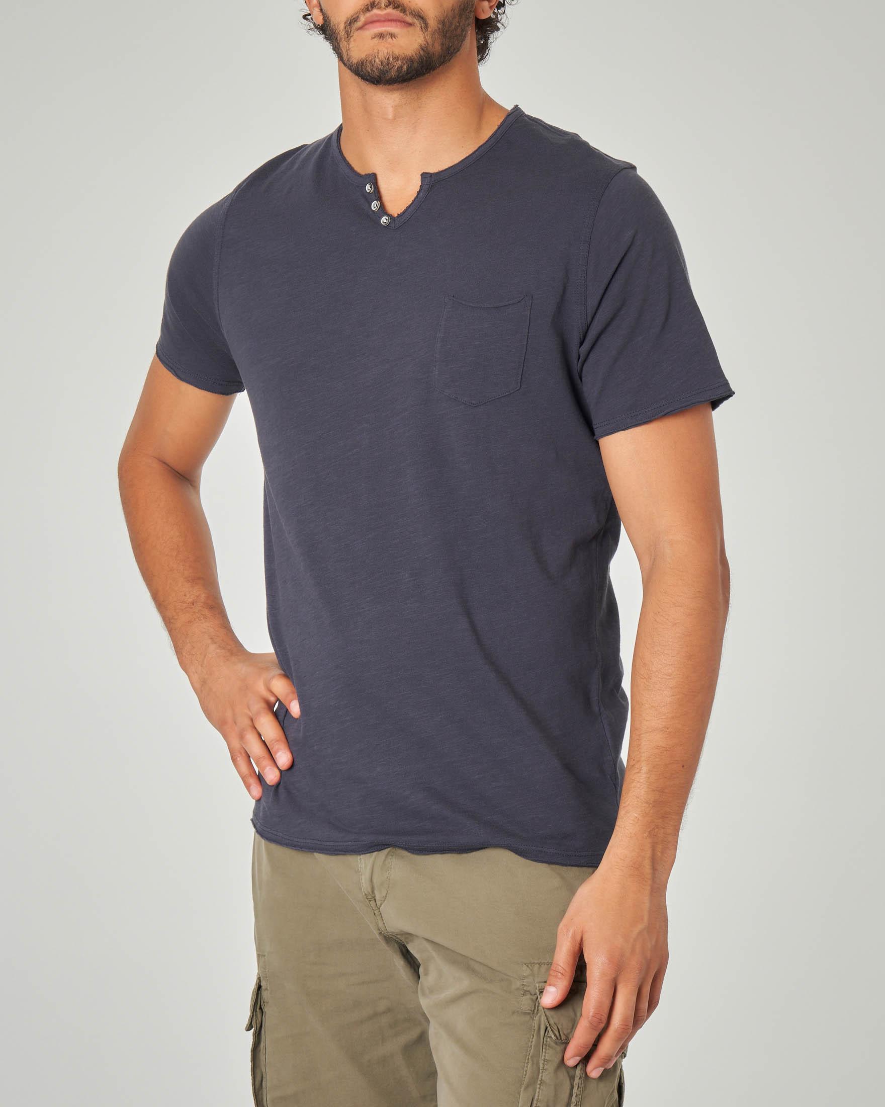 T-shirt blu serafino con taschino