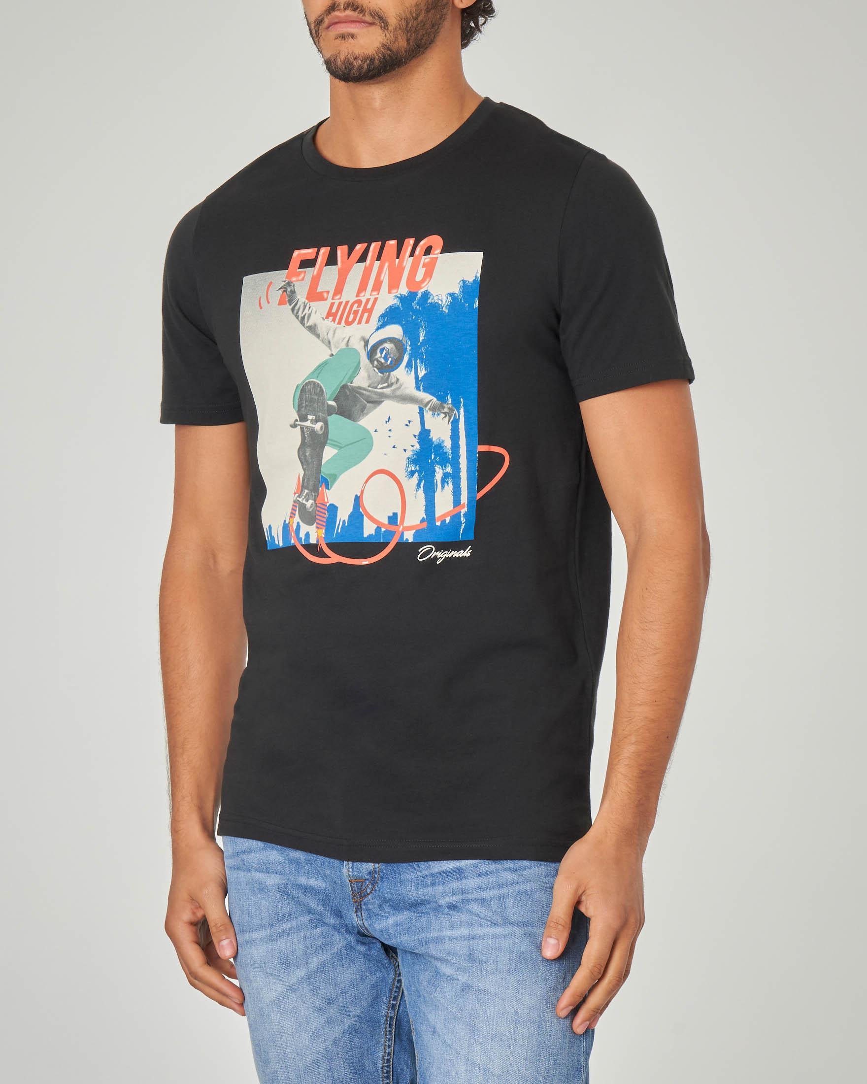 T-shirt nera con stampa pop art