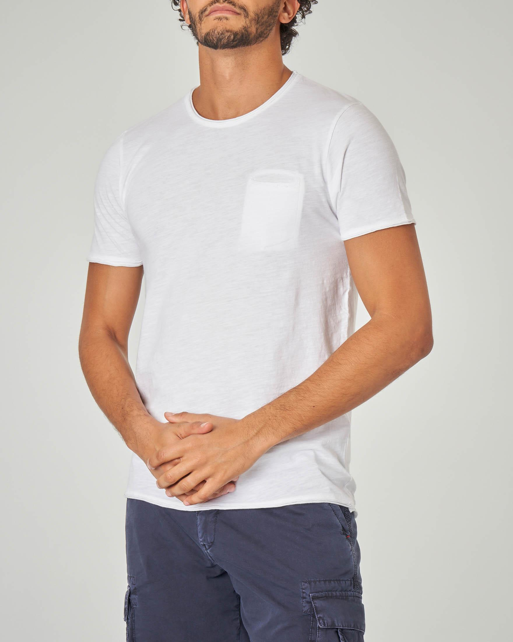 T-shirt bianca con taschino a filo