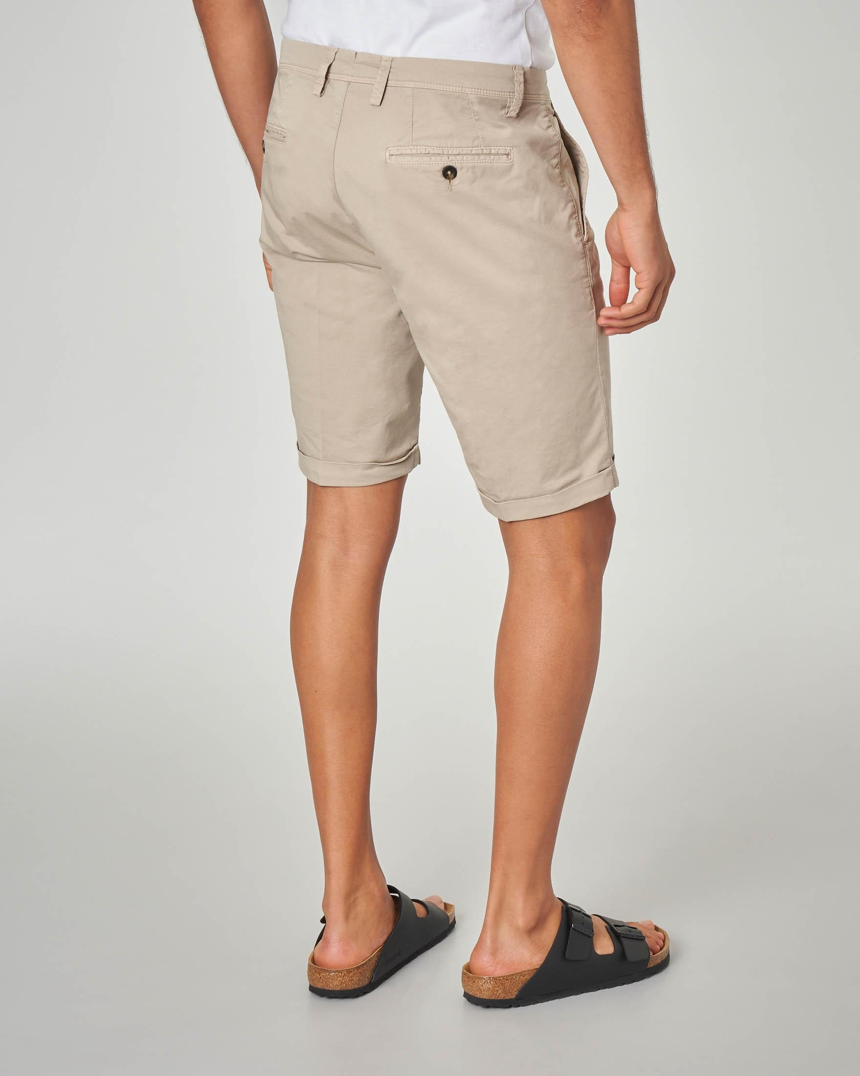 Bermuda chino beige in gabardina stretch