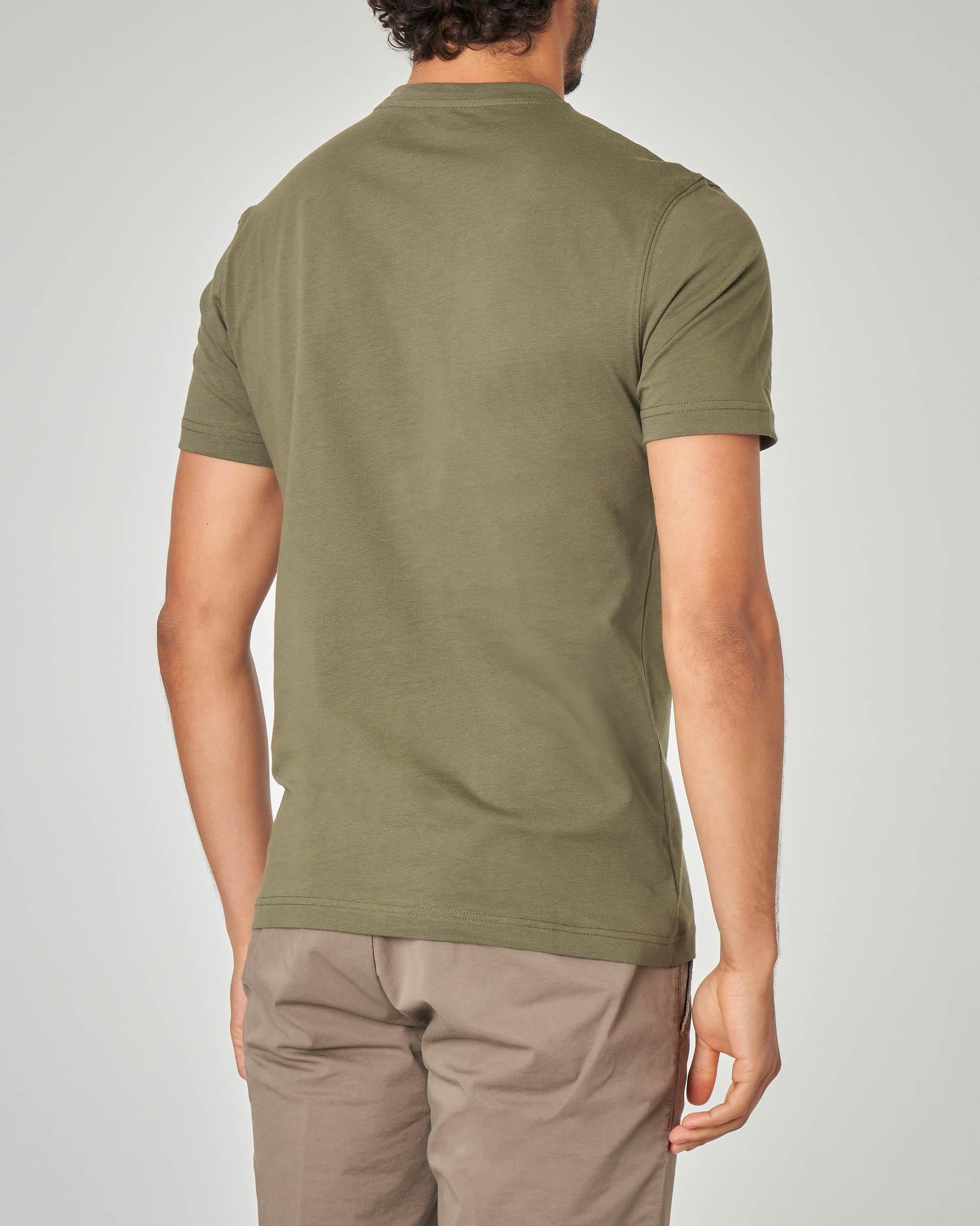 T-shirt verde militare con logo rosso stampato
