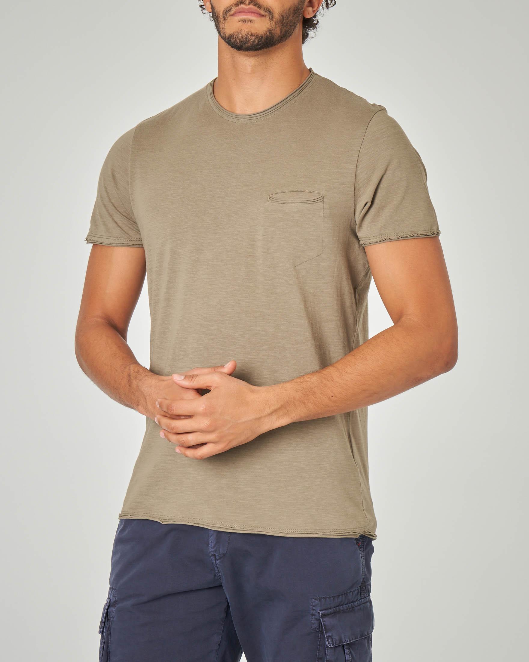 T-shirt verde militare con taschino a filo