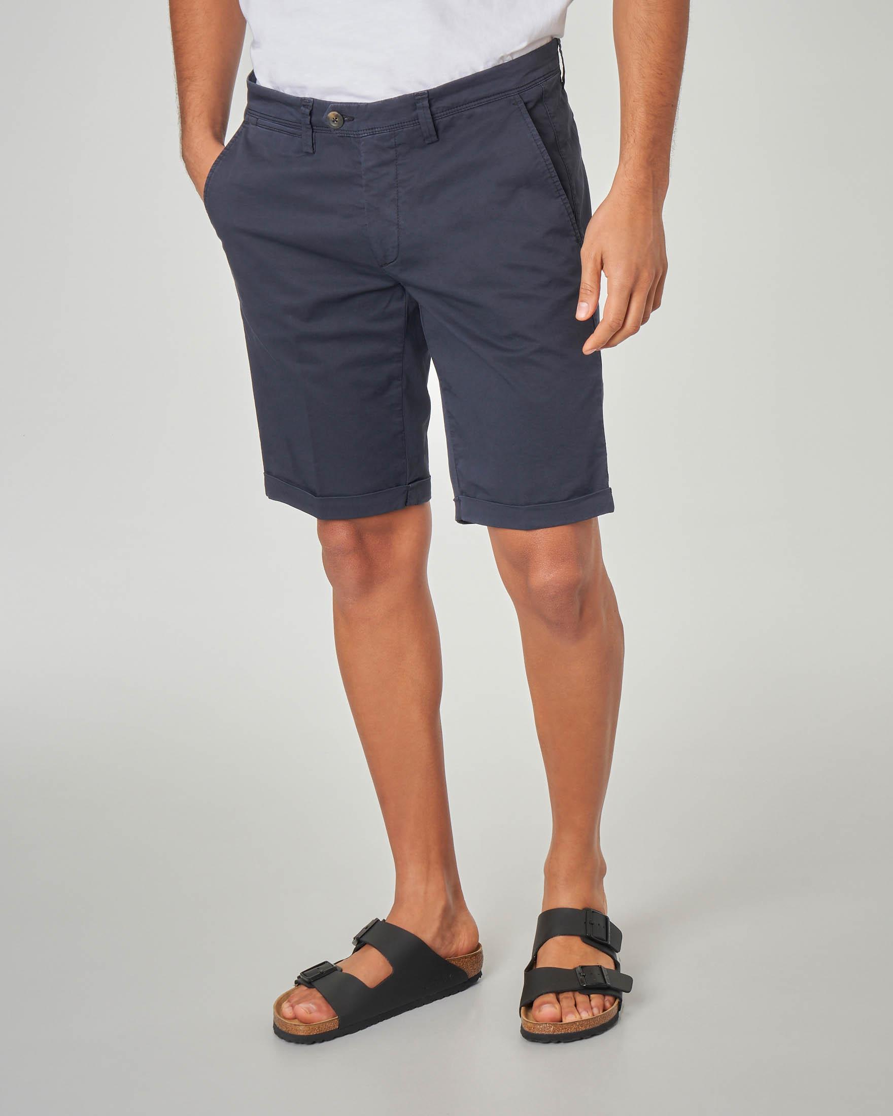 Bermuda chino blu in gabardina stretch
