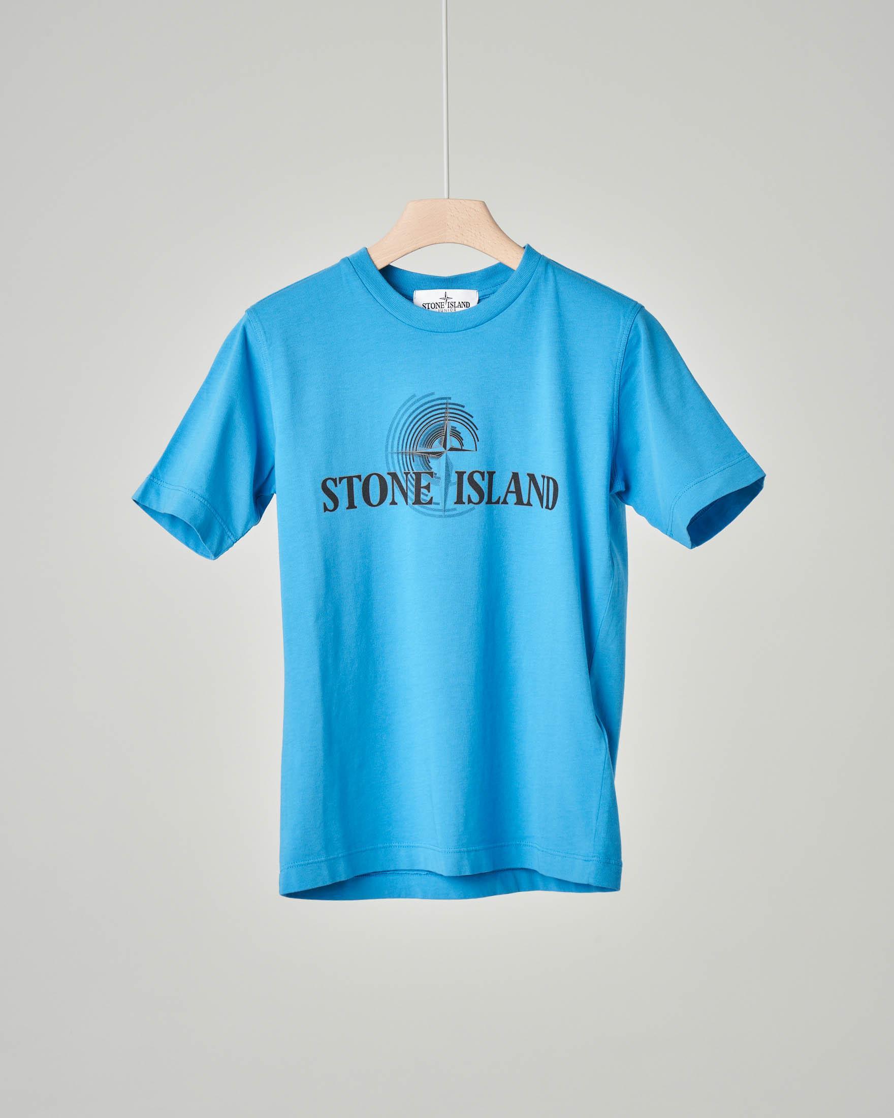 T-shirt azzurra con logo stampato