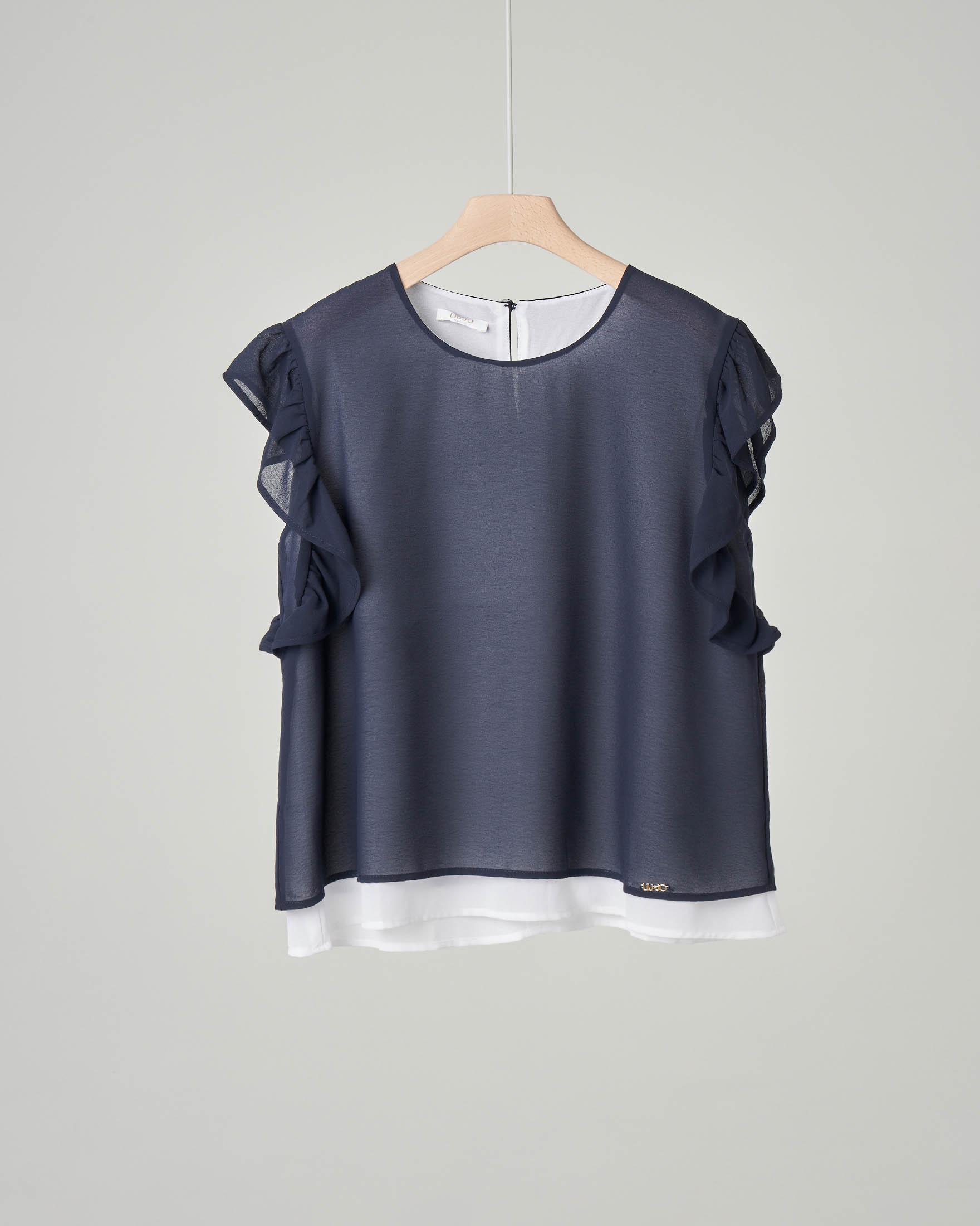 Camicia blu in doppio tessuto di cotone elasticizzato con maniche corte a volant
