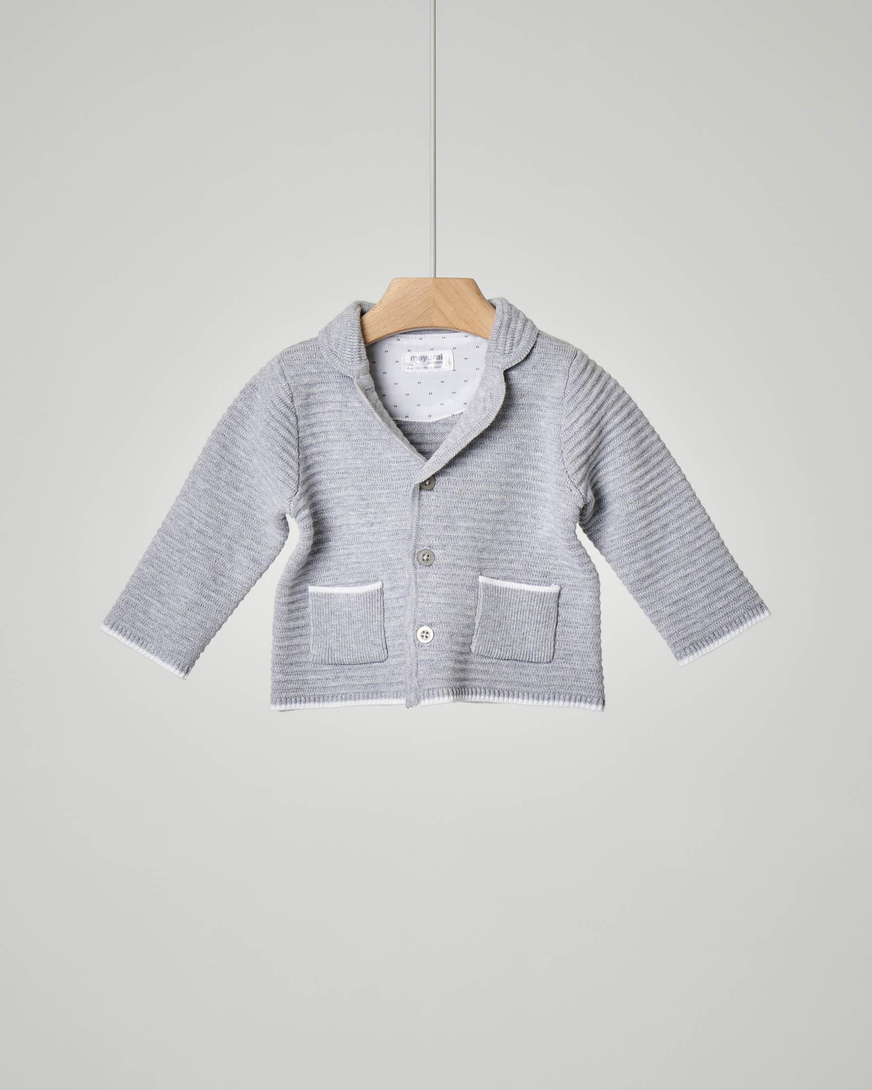 Giacca grigia in cotone con colletto con risvolto e profili a contrasto
